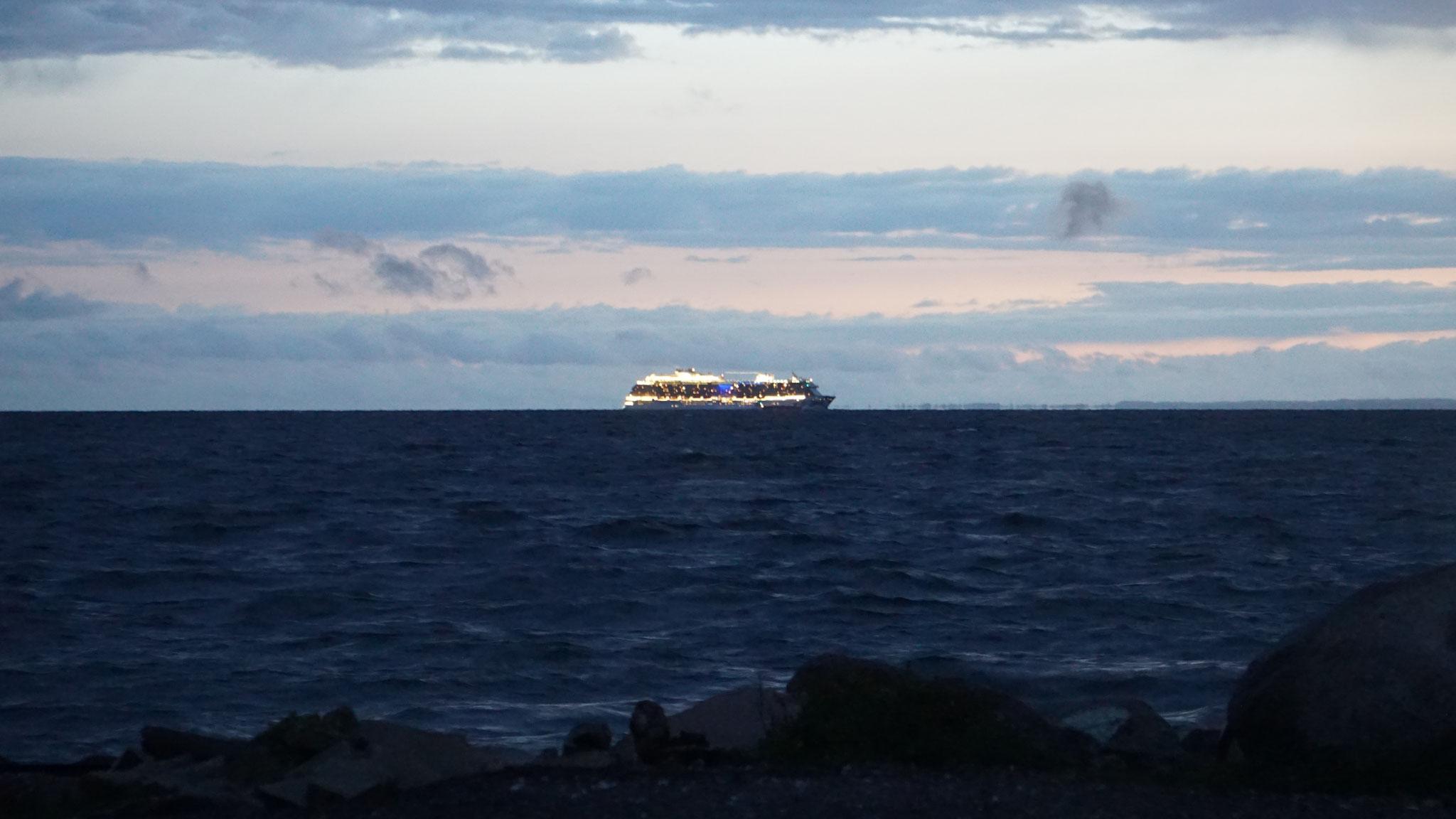 Die grossen Schiffe ziehen vorbei
