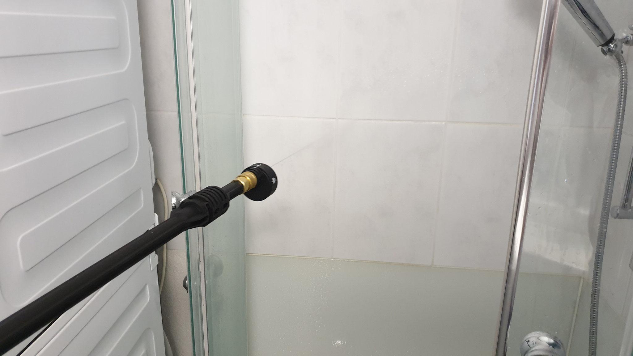 Der Test in der Dusche kann sich schon einmal sehen lassen
