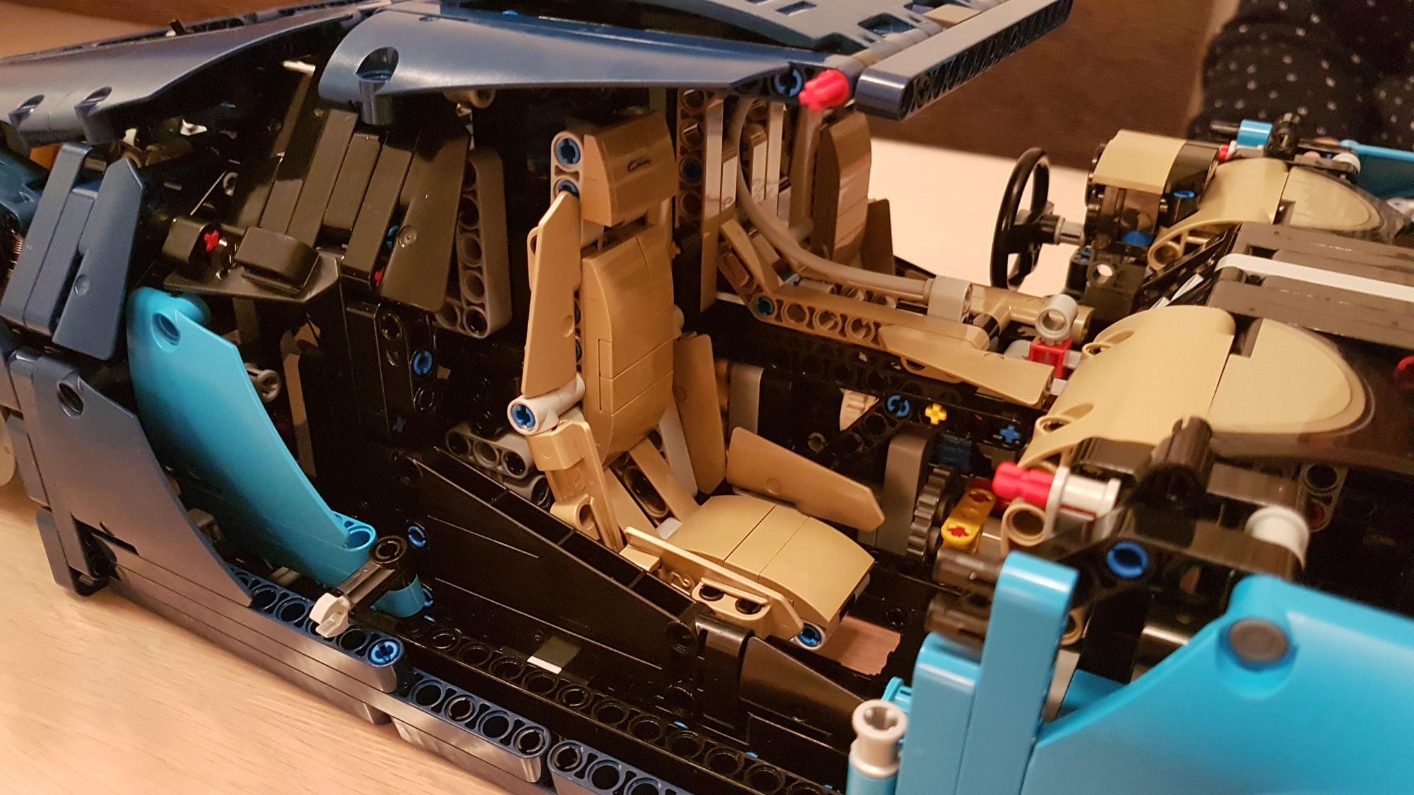 Sitze und Cockpit sind verbaut...