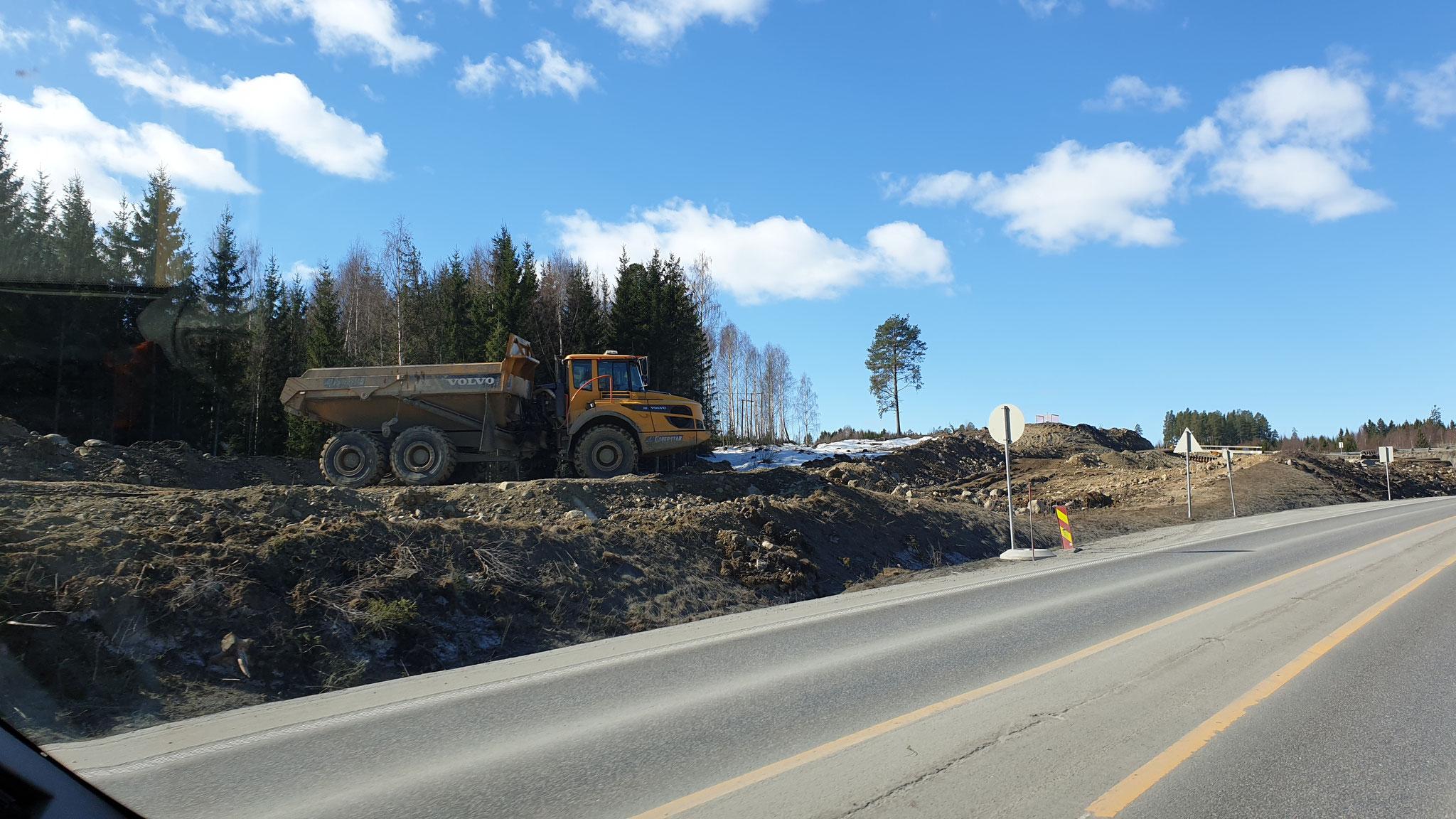 Die Baumaschinen sind in Norwegen viel grösser