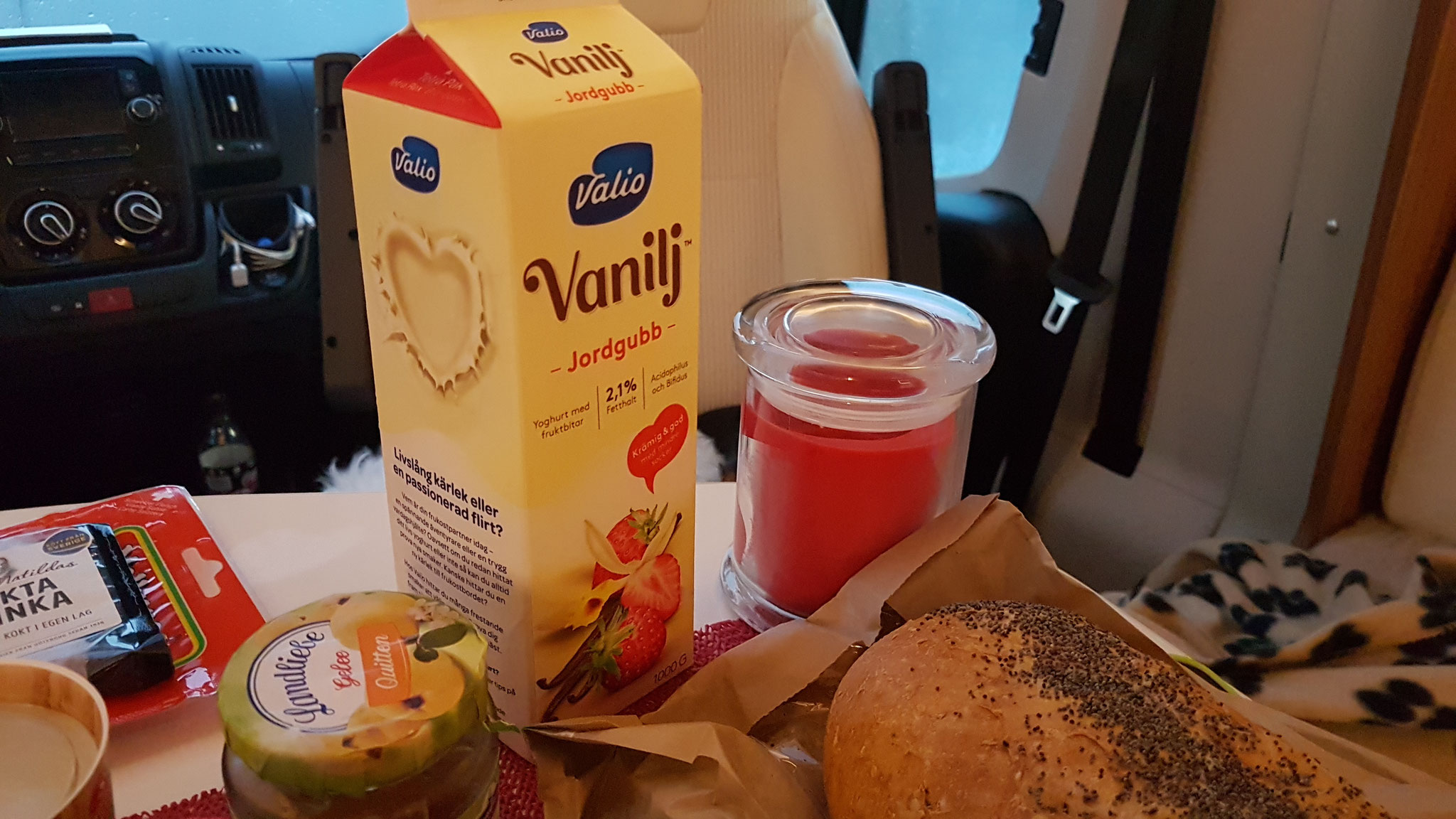 mit schwedischem Joghurt - LECKER!