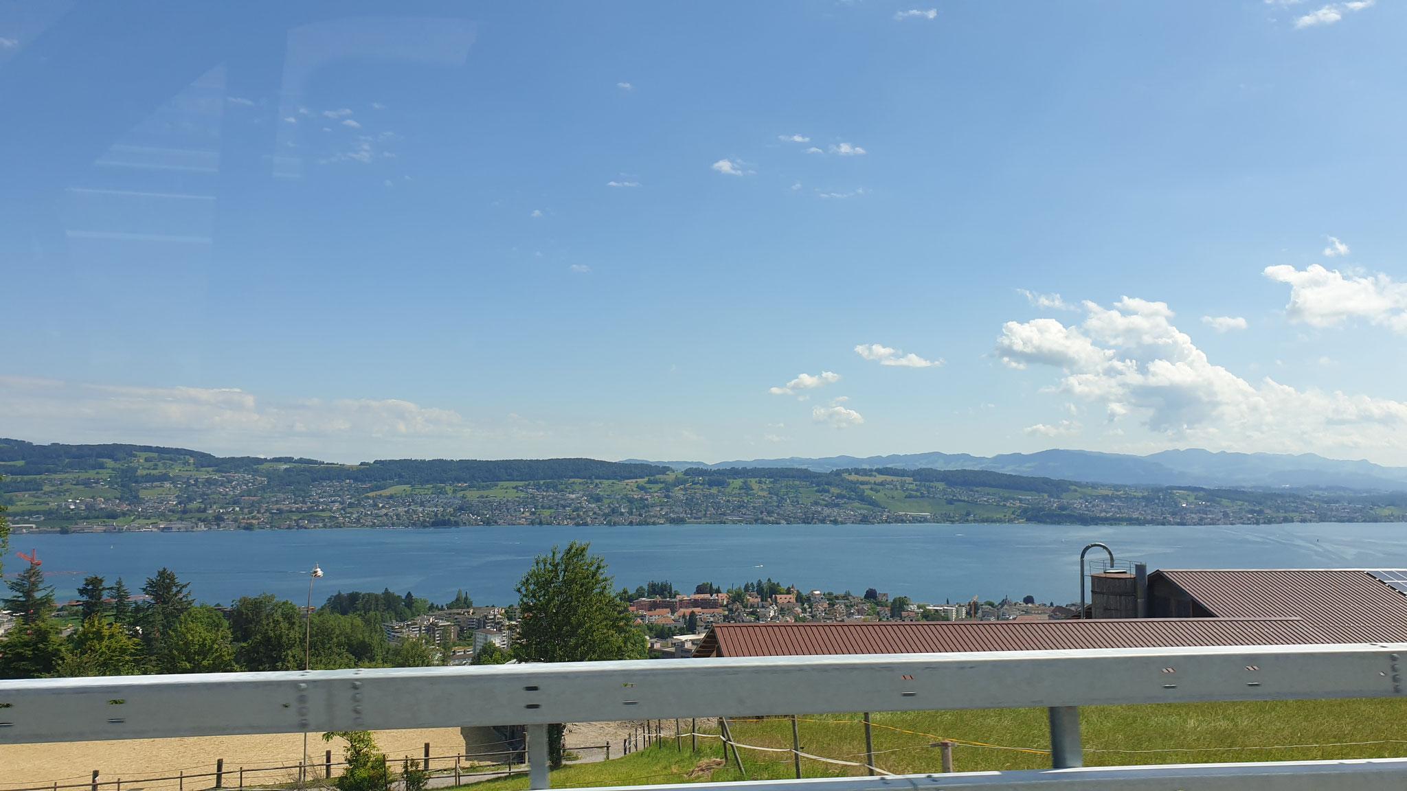 Vorbei am Zürichsee...