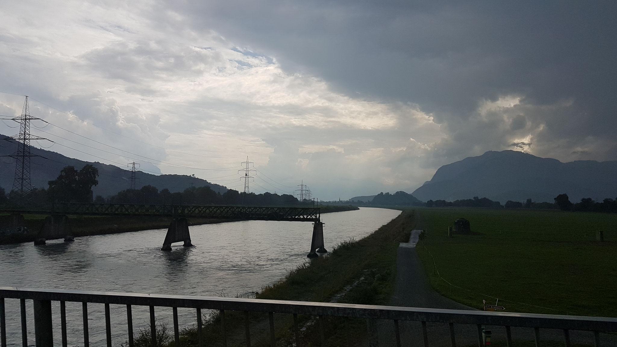 ...vorbei am Rhein