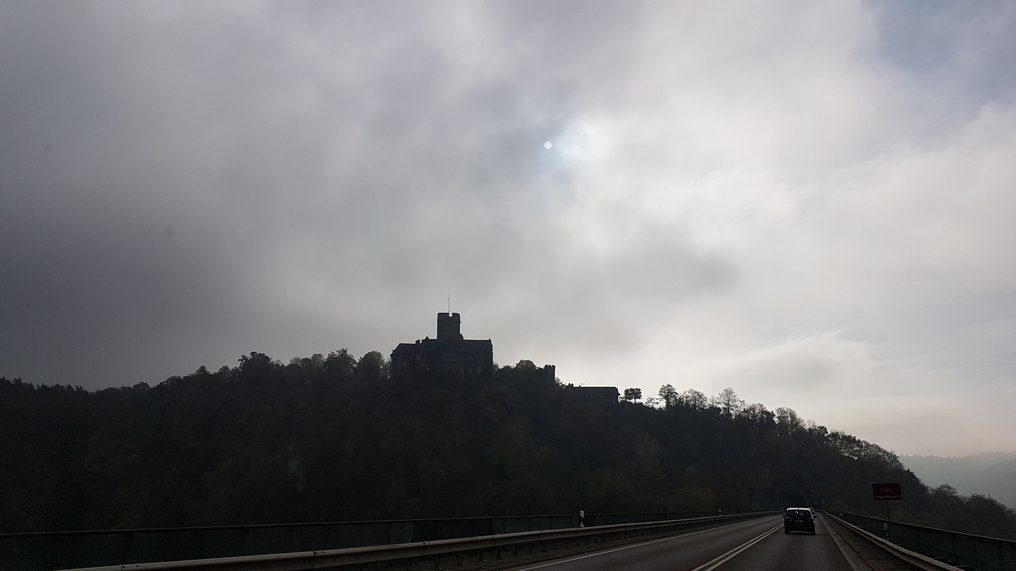 Burgen im Dunst