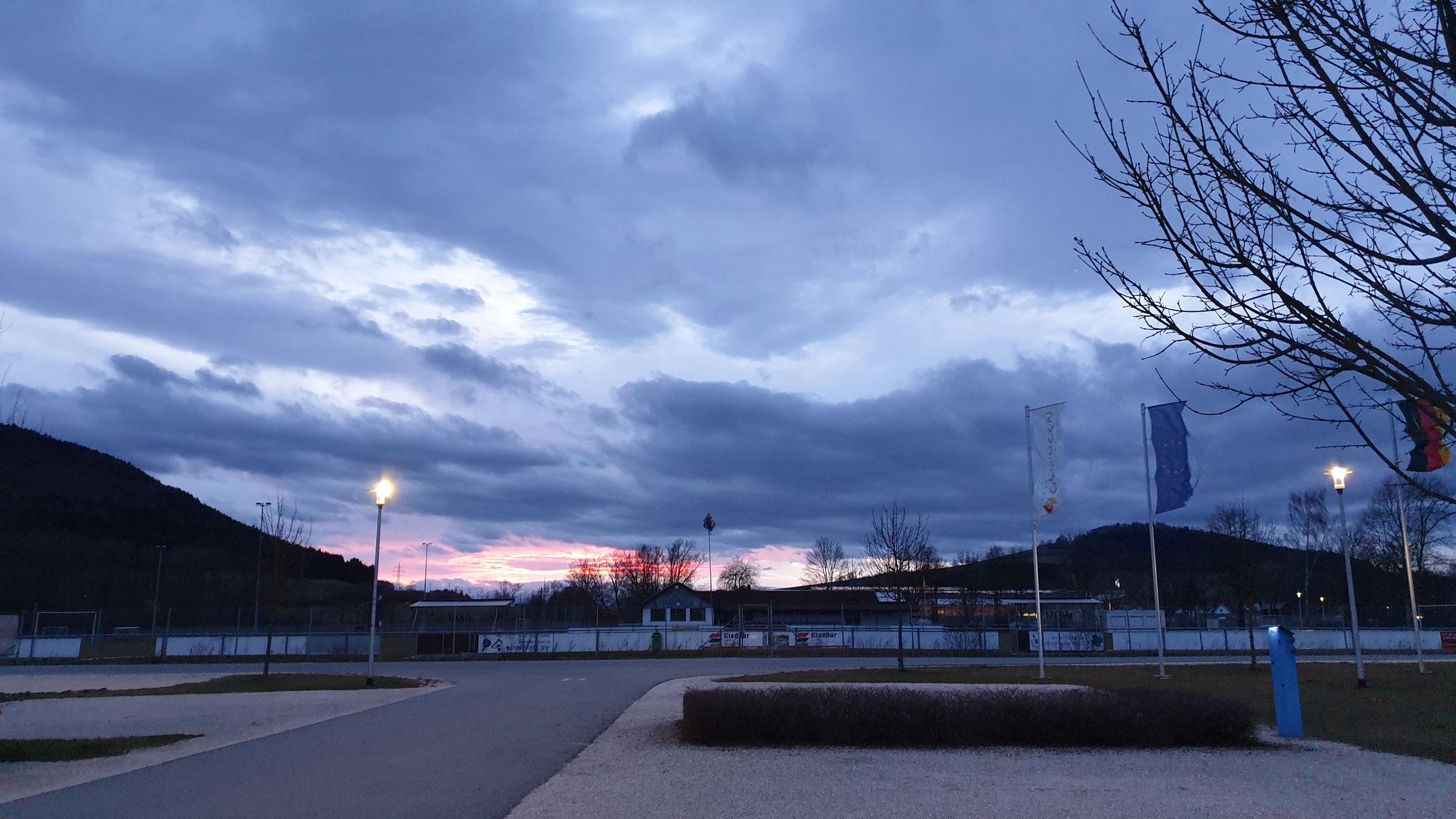 Sonnenuntergang bei Wind und Wetter
