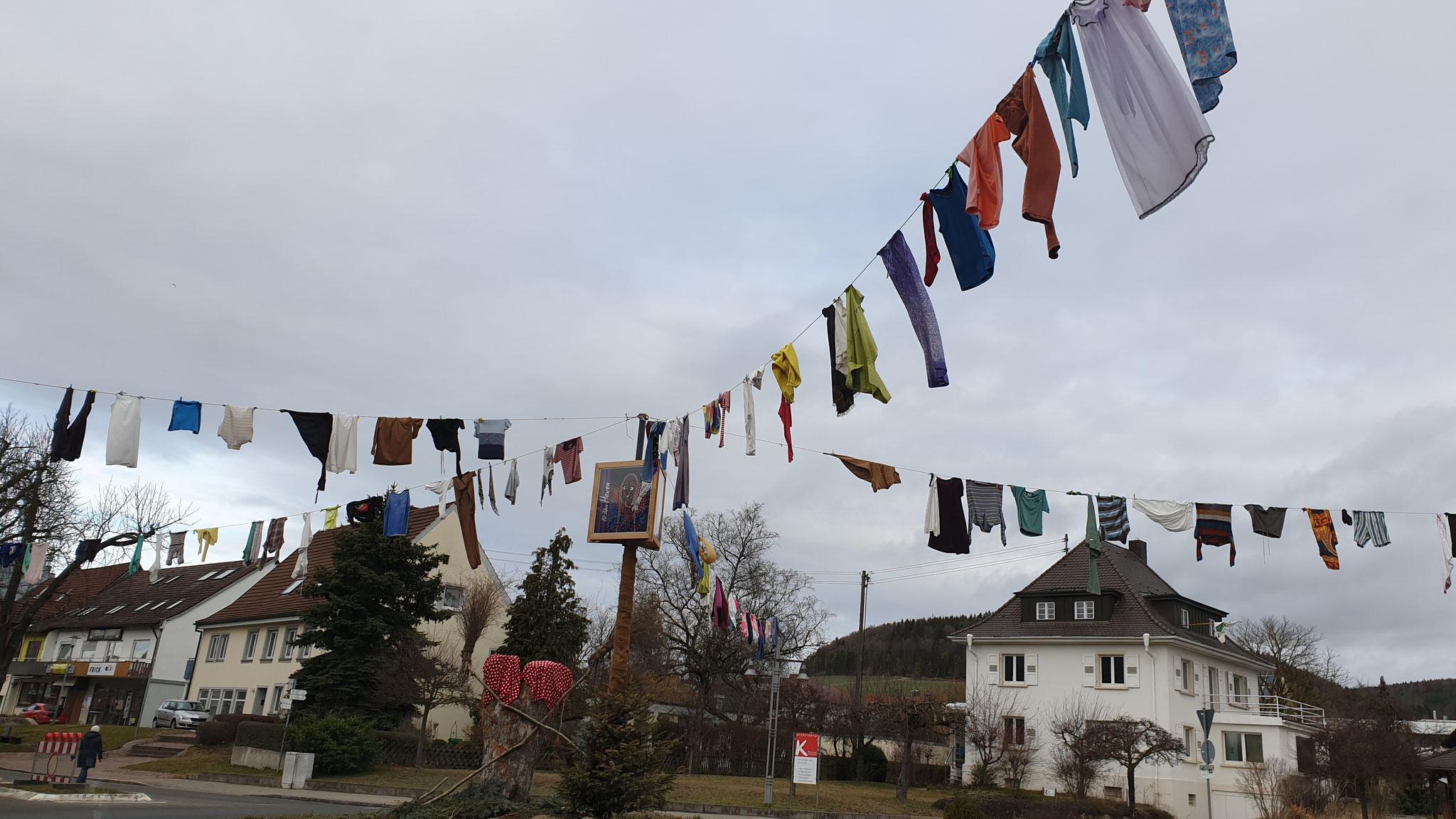"""Hier noch einmal die """"Fasnet""""-Wäscheleinen in Geisingen"""