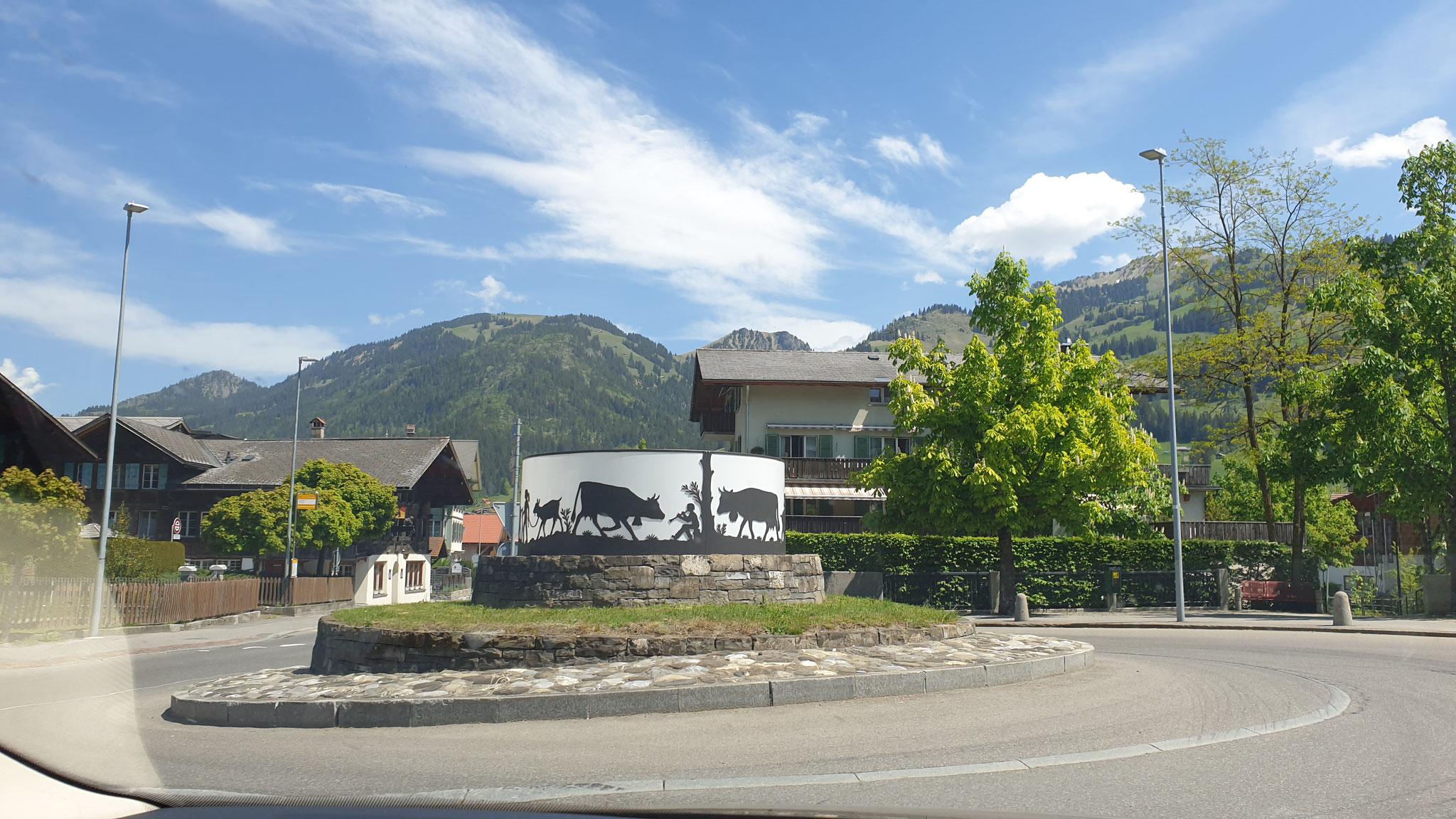 Typisch Schweiz - wir haben die schönsten Kreisel ;-)