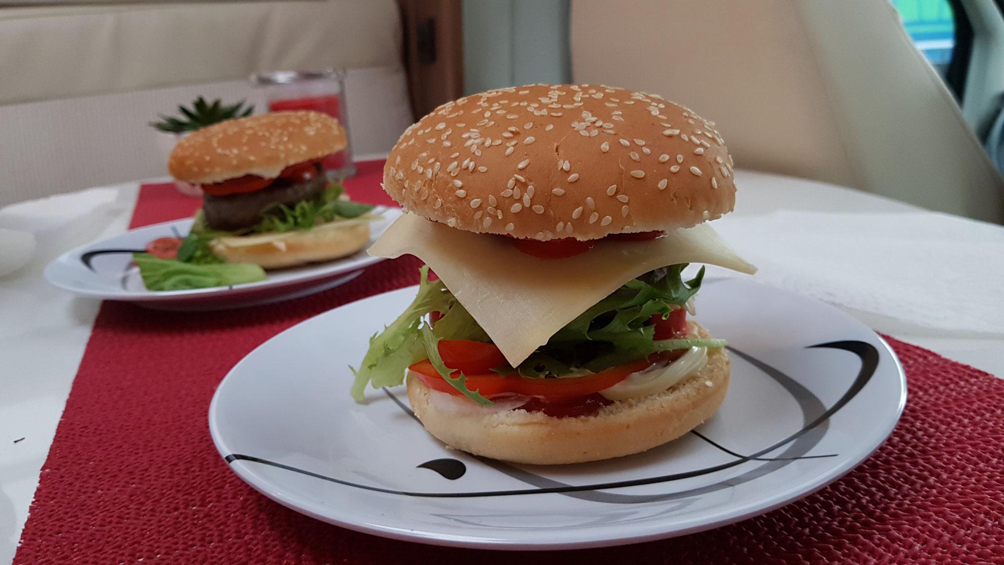 ...ein leckerer selbstgemachter Burger vom Chef