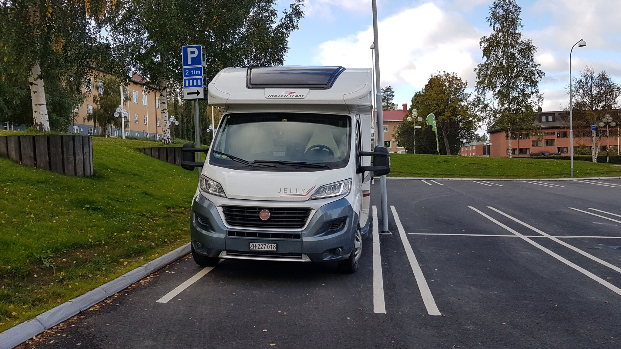 Einkauf am Sonntag in Schweden - gut parkiert...