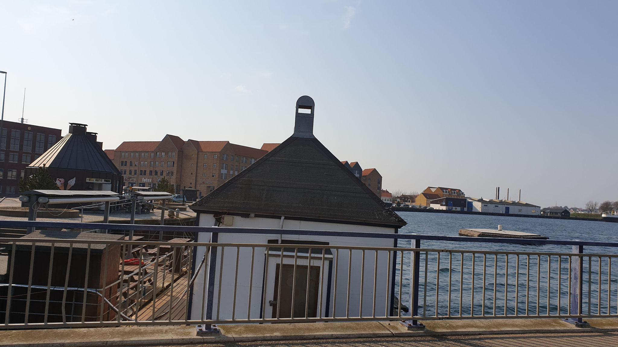 ...Richtung Marine-Hafen