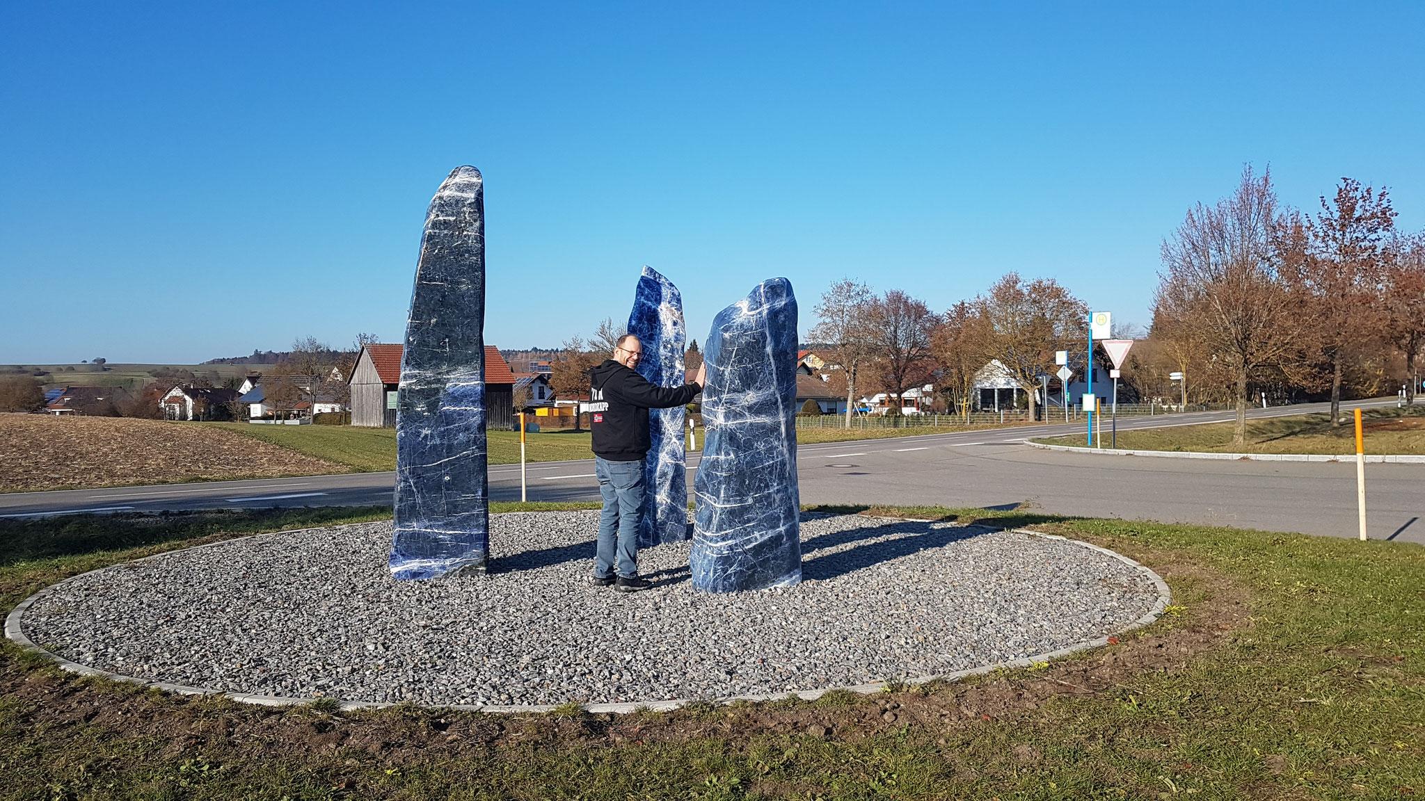 Die blauen Steine, die im Mondlicht glänzen