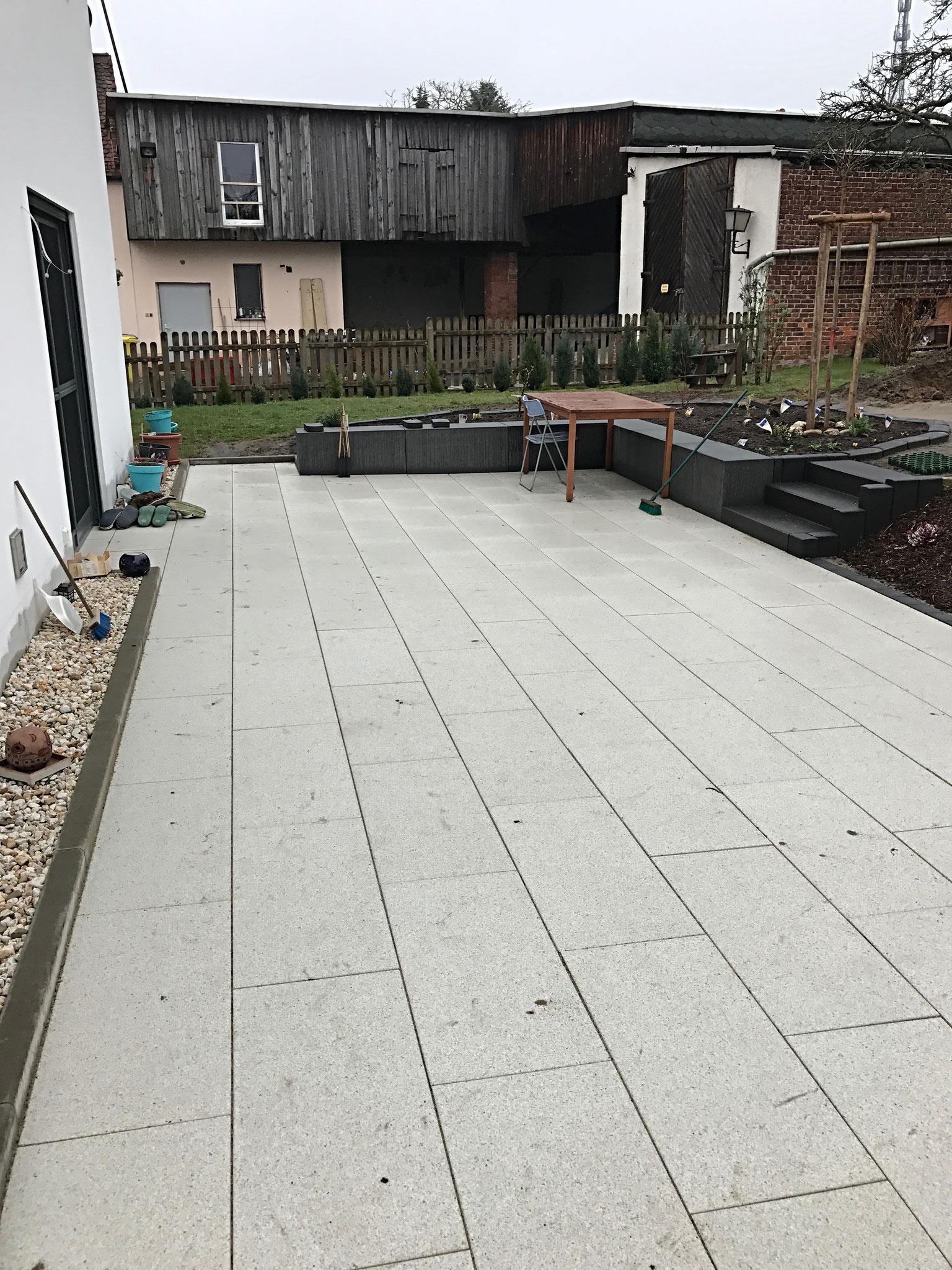 Terrassenbelag mit Platten RINN terralit mit Oberflächenschutz RSF5