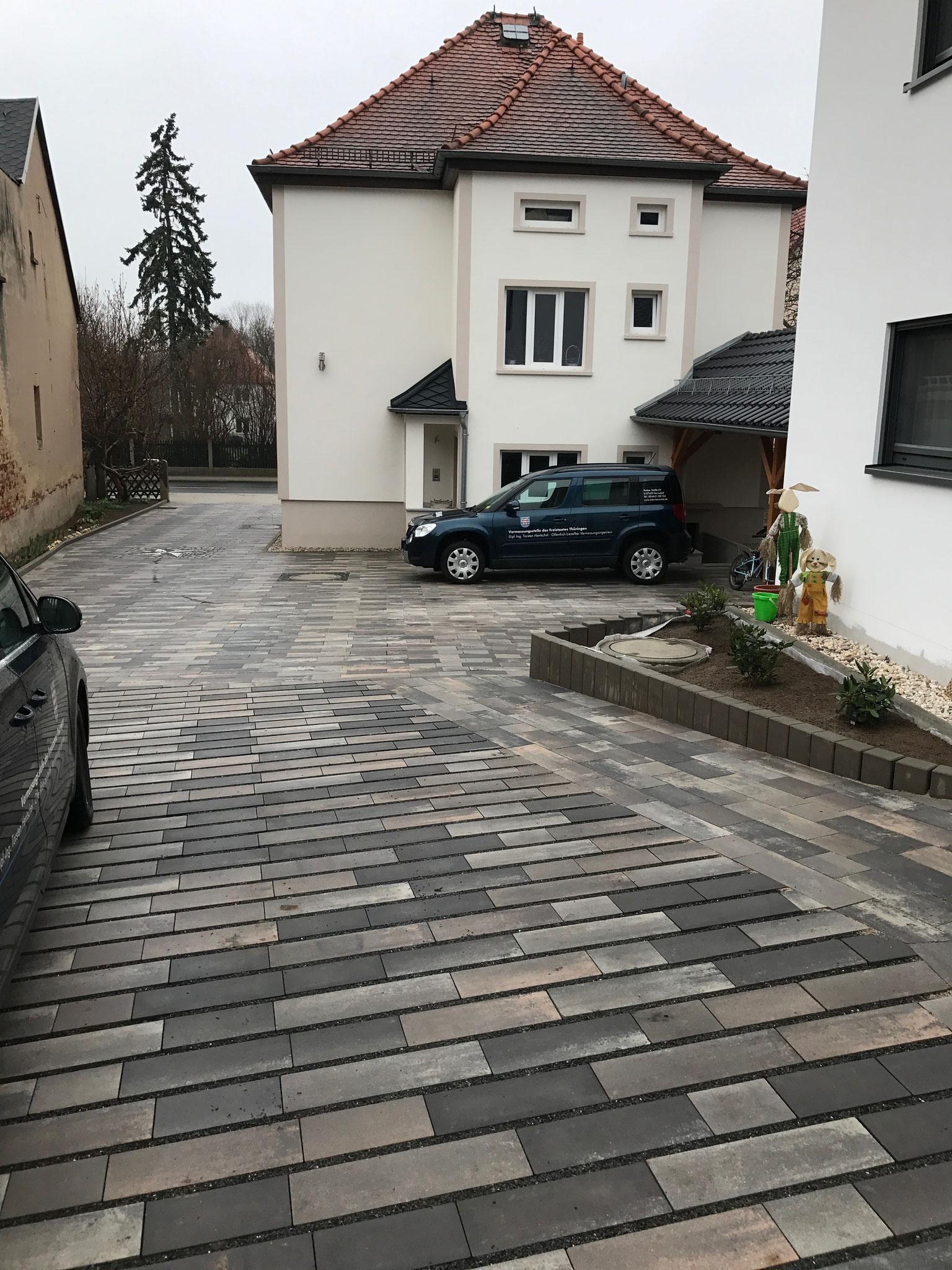Innenhofanlage mit Beton- und Hydropor-Pflaster Fa. RINN