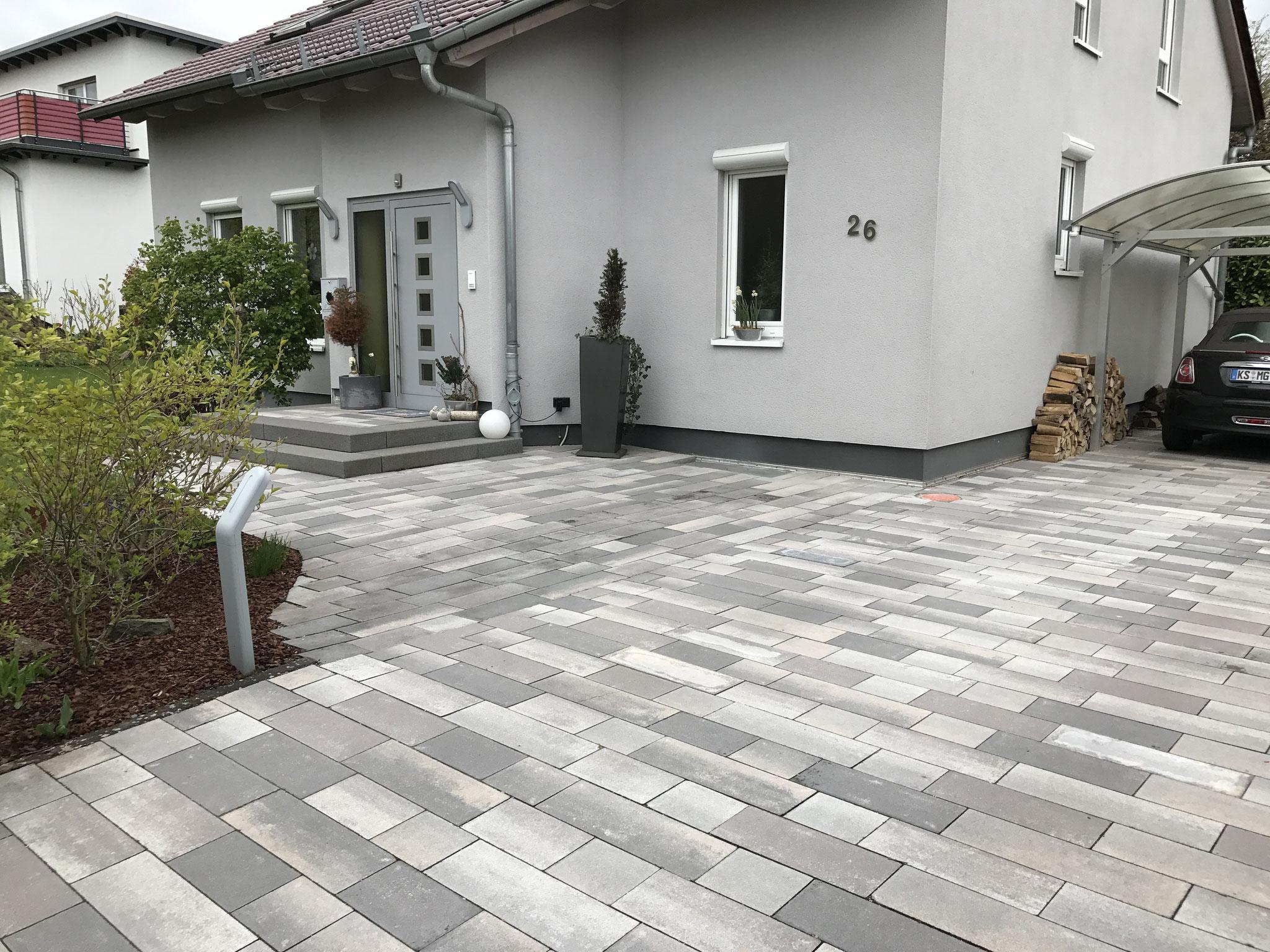 Sanierung Eingangsbereich und Terrasse in Betonpflaster RINN Padio20