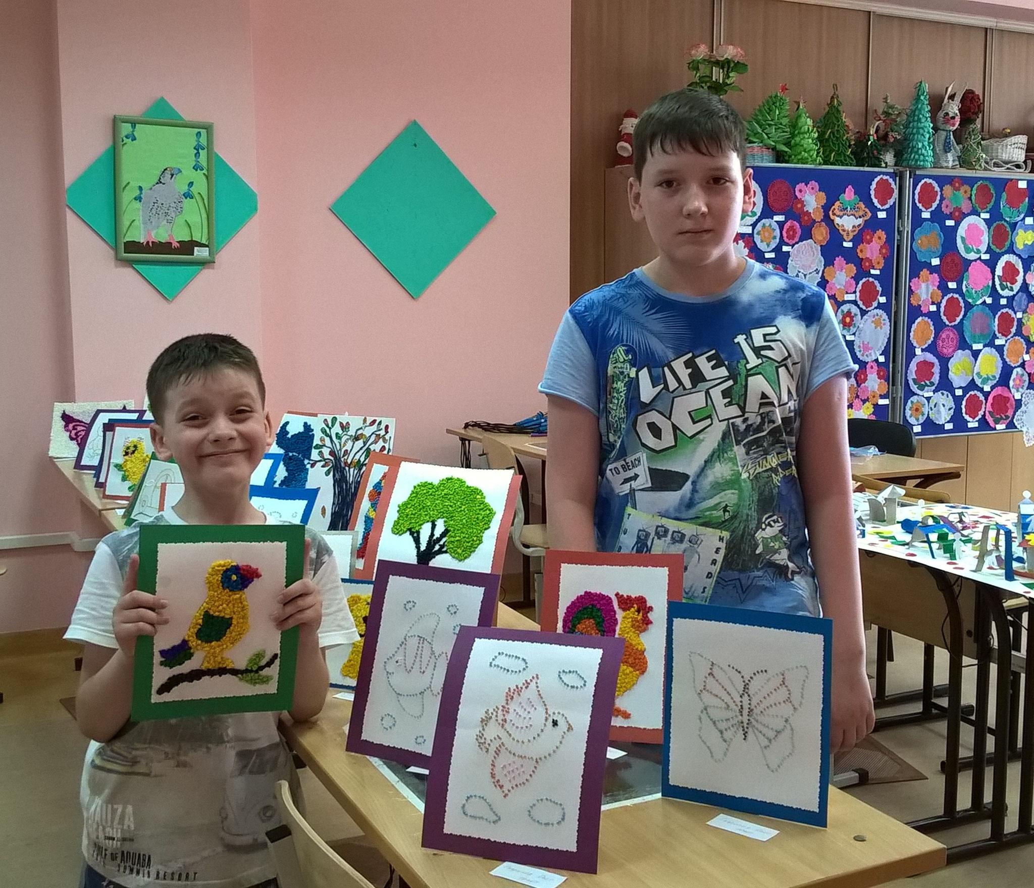 Миша и Олег со своими работами