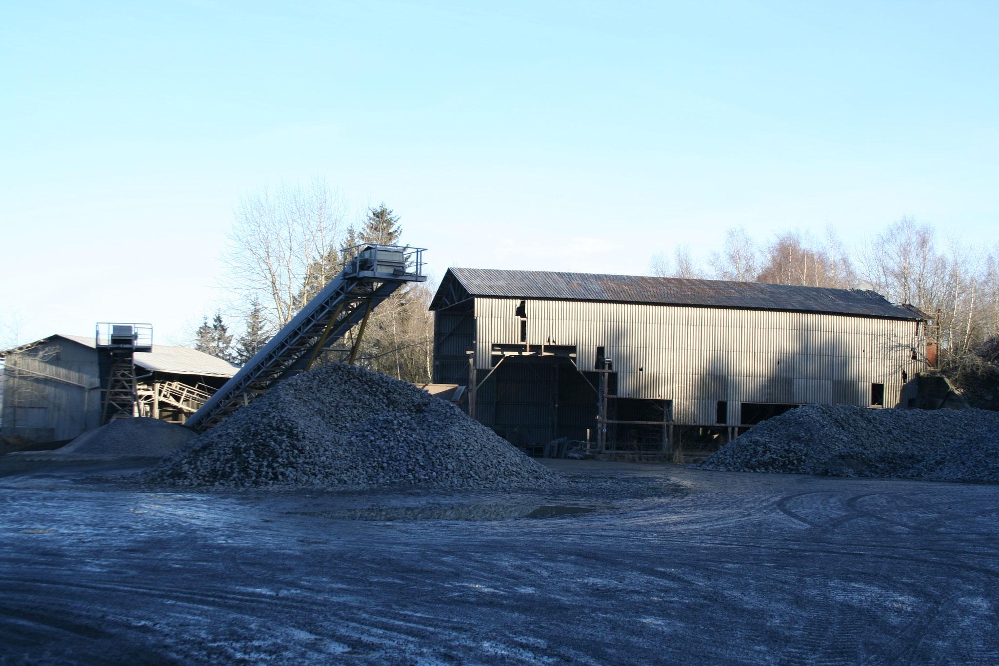 Steinbruch Stockum - Förderband und Brecherhalle
