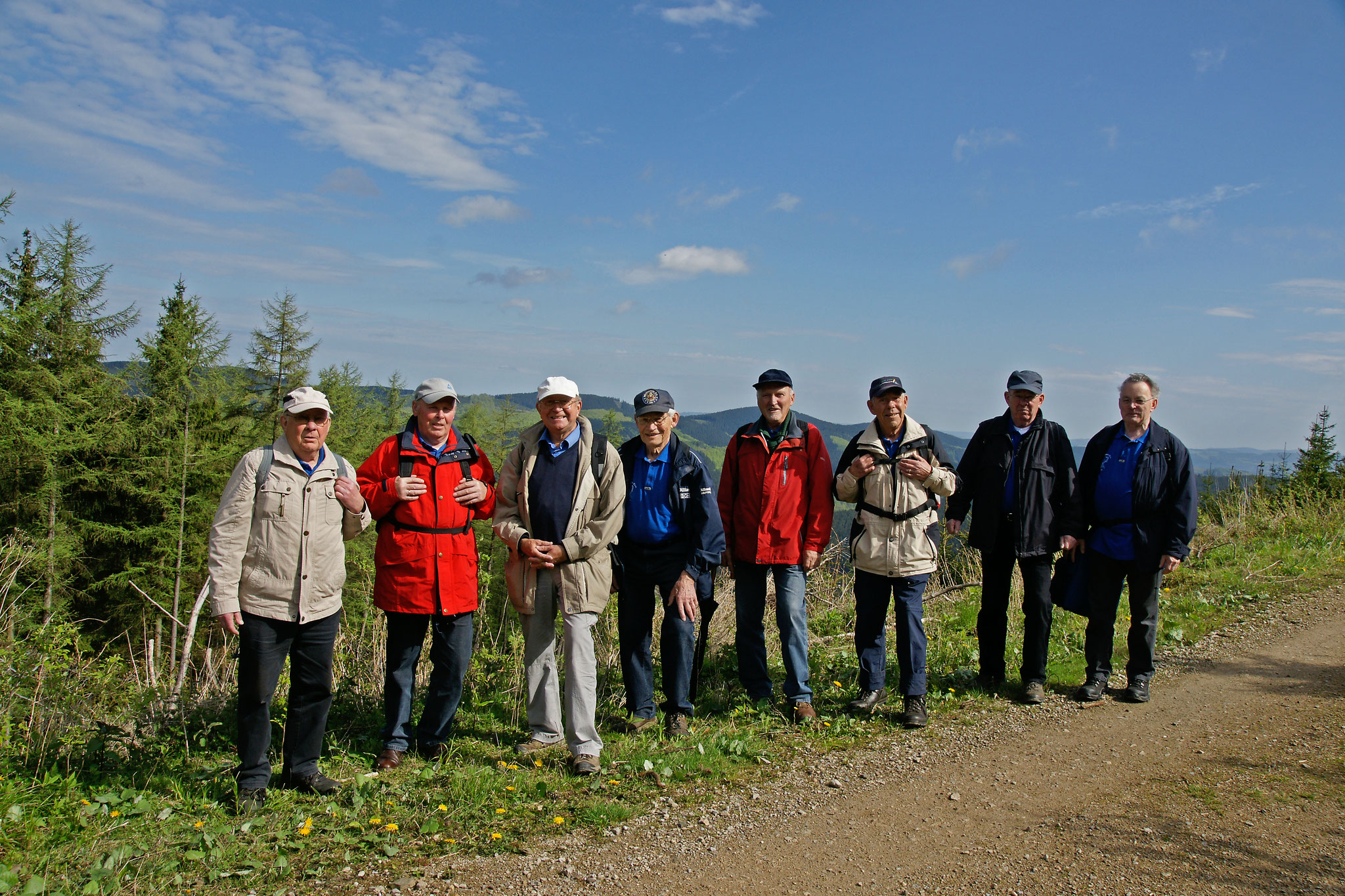 Foto von der Wanderung im Hochsauerland (15.05.2013) v.l. H. Kaufmann, L. Maiworm, D. Heuer, H. Engel, H. Wacker, G. Schöber, K-H. Kaufmann, K-H. Schmidt