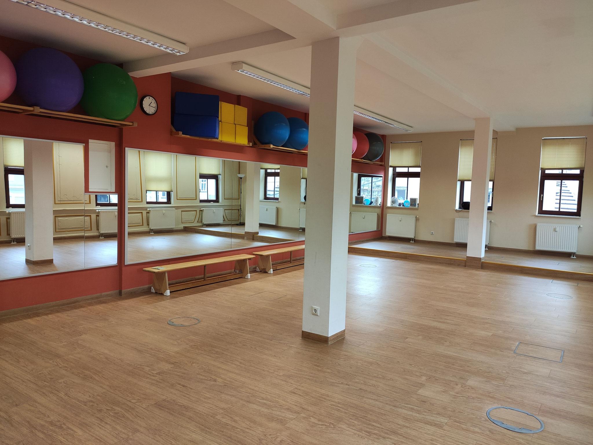 Tanzsaal: 10,-€/ Std. regelmäßige Nutzung, 15,-€/ Std. Sonderveranstaltung