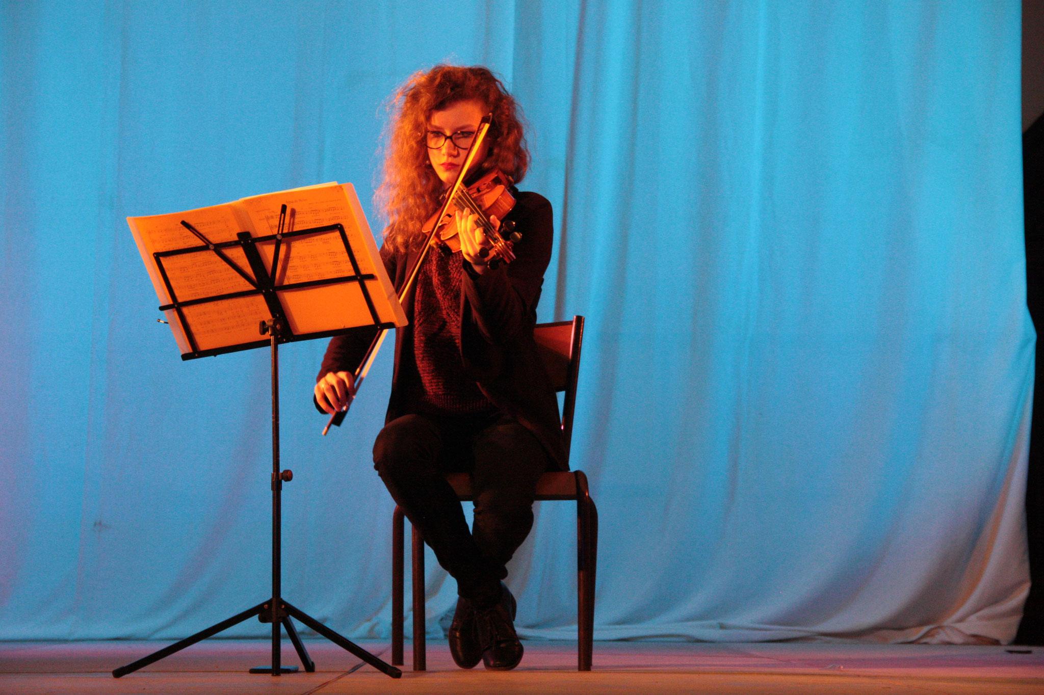 Marie, jeune violoniste