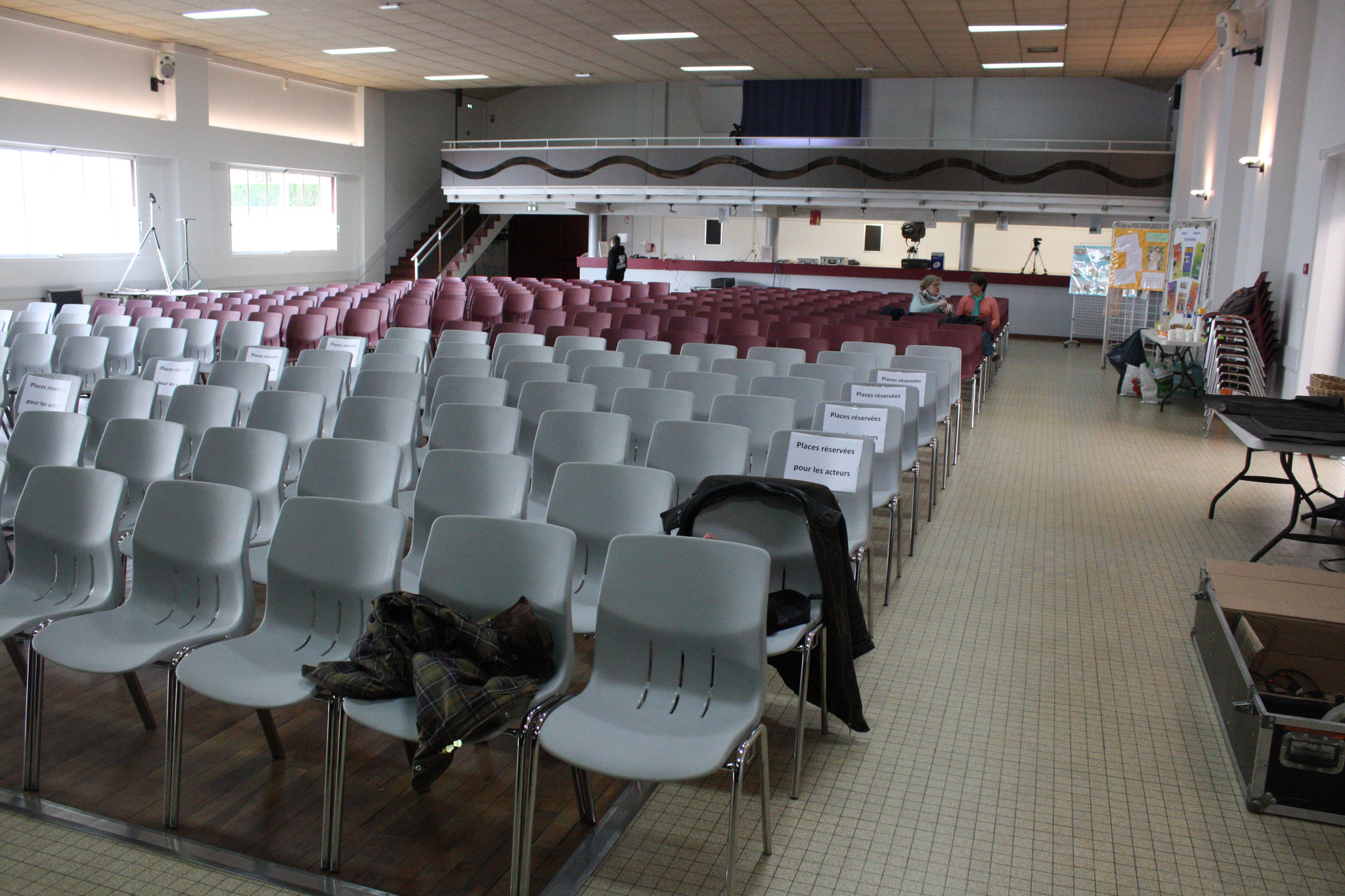 Salle des fêtes - ( c) JDR