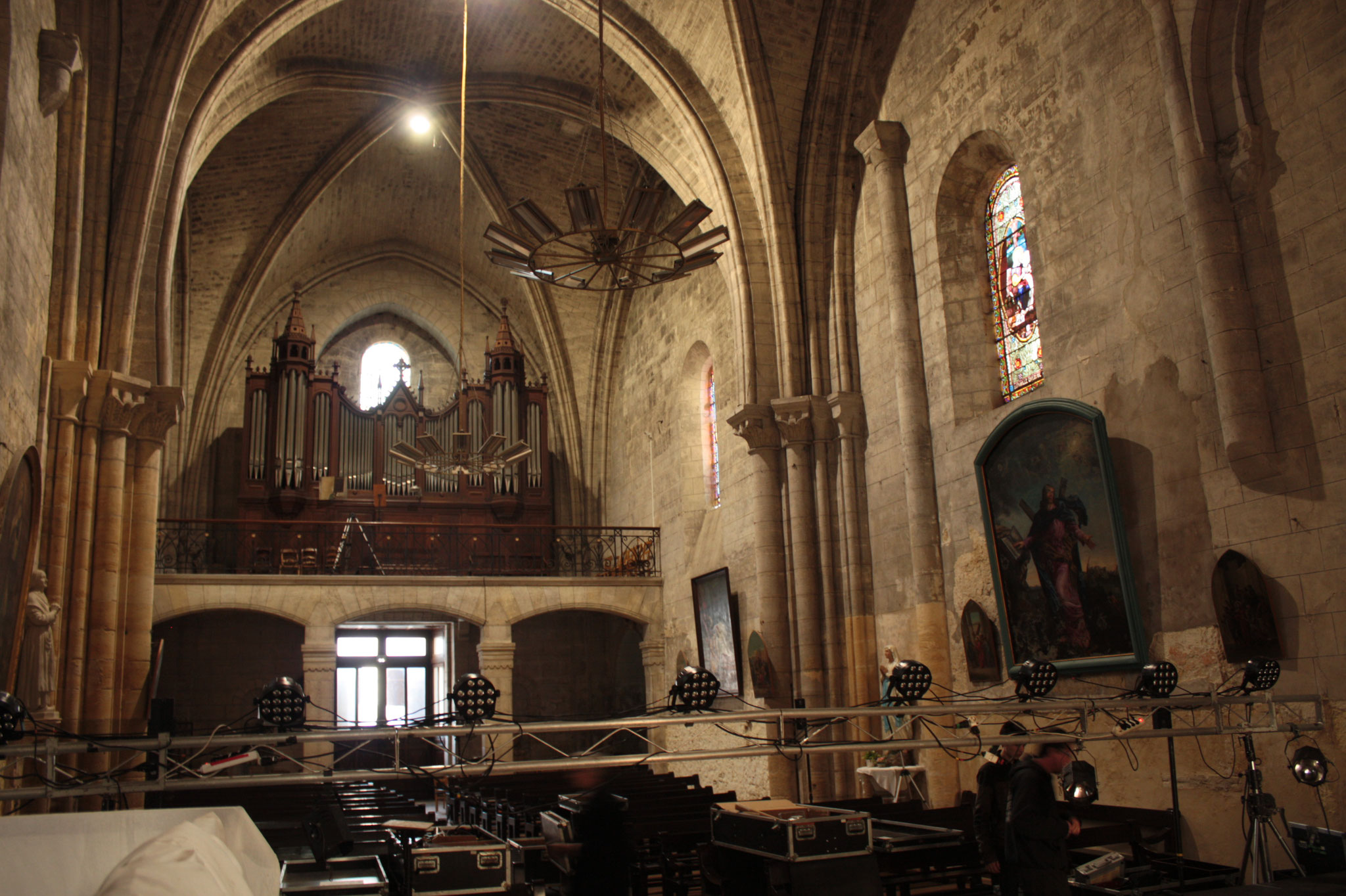 L'intérieur de l'église - (c) JDR