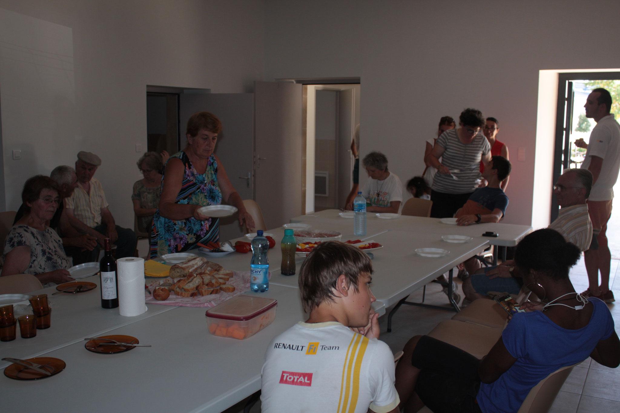 Lun. 6 août 2018 : déjeuner à Puylagarde