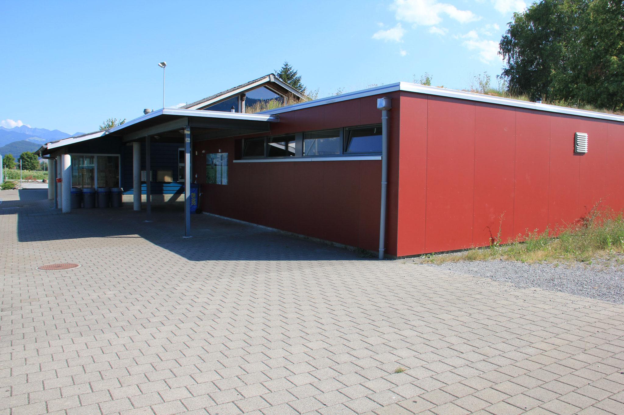 Clubhaus mit Umkleidekabinen