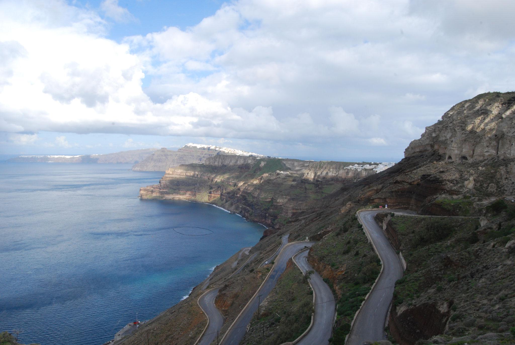 La montée sur l'Île de Santorini