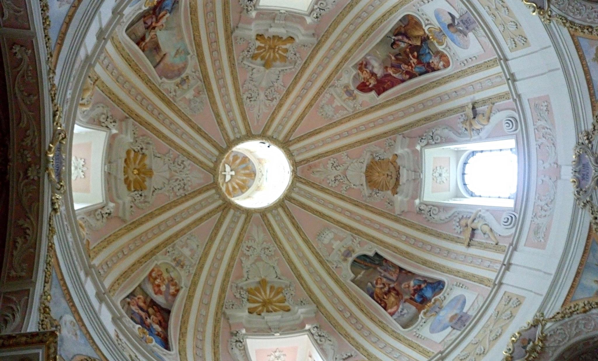 Die Wallfahrtskirche Maria Hilf ist ein bedeutender Zentralbau des deutschen Hochbarocks.