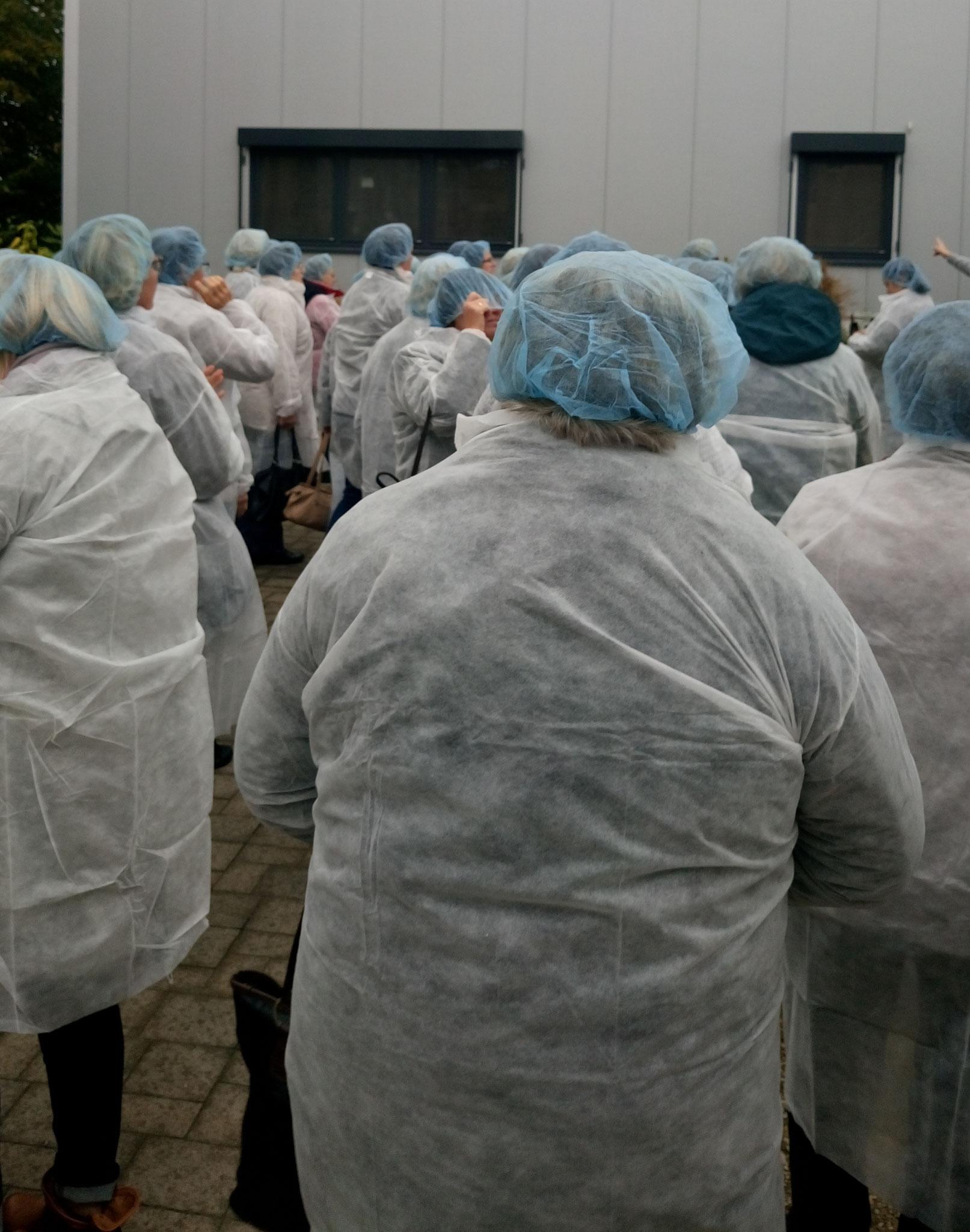 Hier machten wir uns bereit für die Besichtigung der Altmühltaler Nudelfabrik!