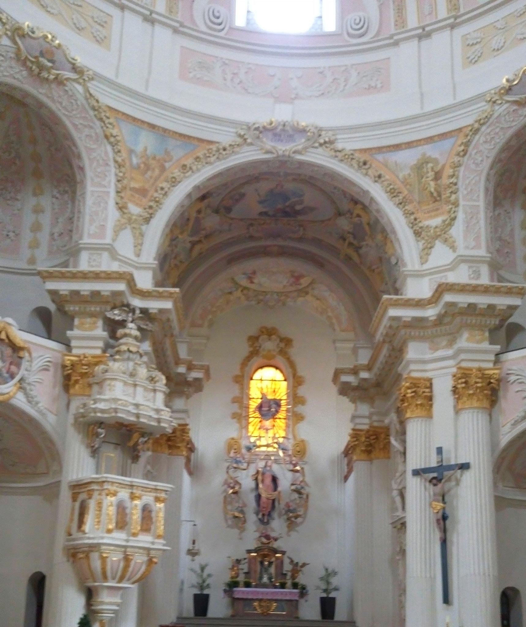 Anschließend ging es noch in eine nahe gelegene kleine Wallfahrtskirche, in der wir noch eine Konzertprobe miterleben durften.