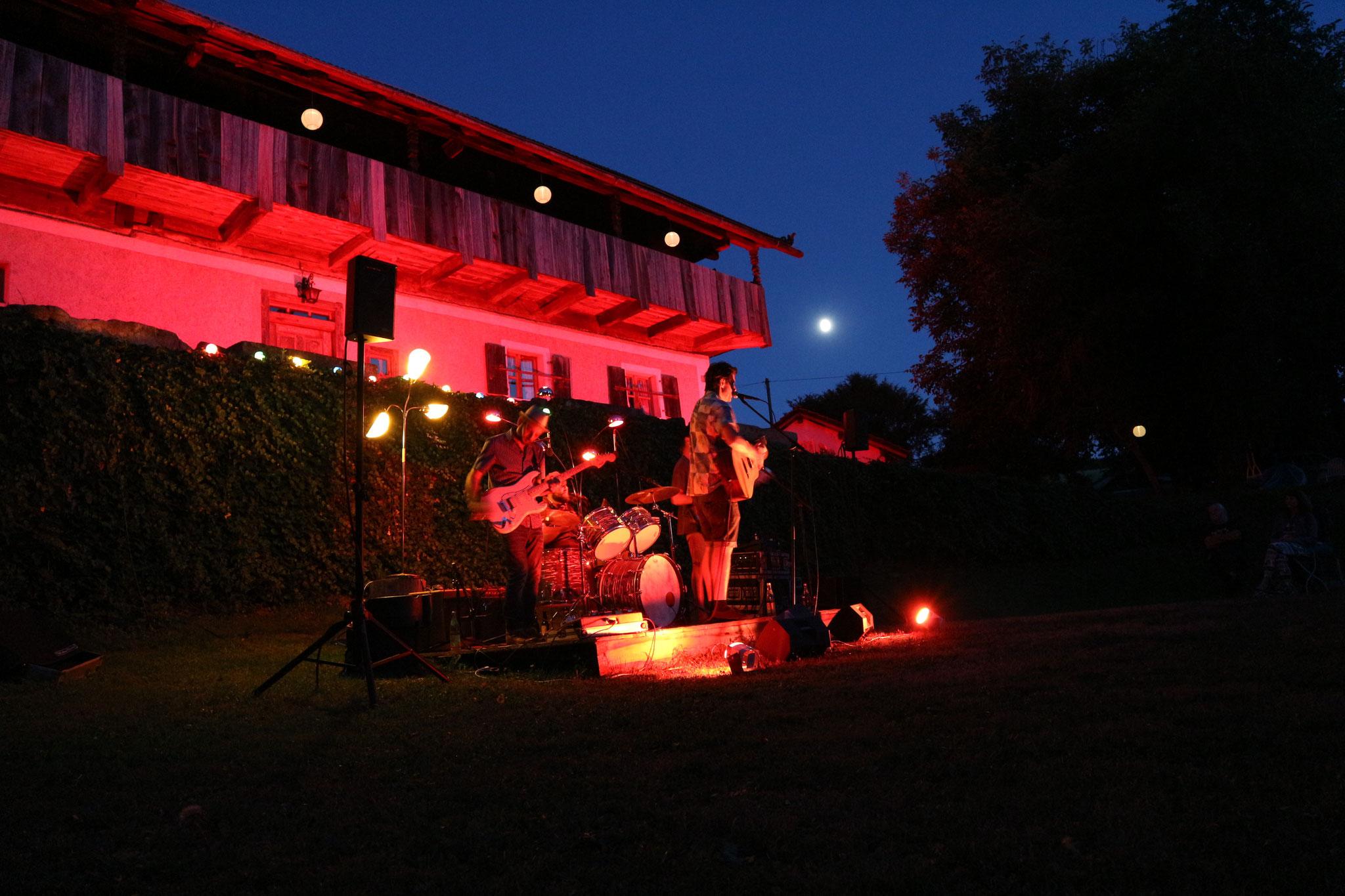 2020: Reverent Stomp & The Flying Dishes aus München (Rythm & Blues)
