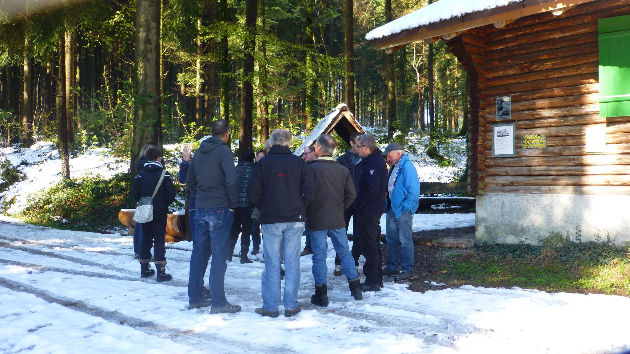 Trotzt Schnee, fanden einige Mitglieder den Weg zur Waldhütte