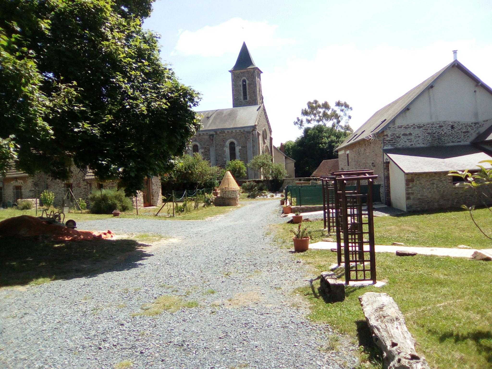 La cour de la ferme (vue depuis la bergerie)