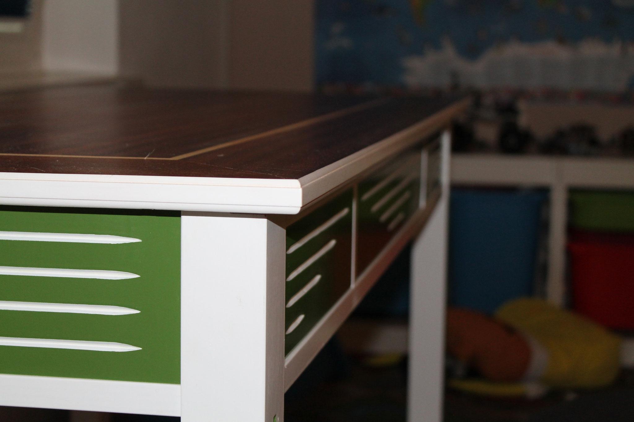 Schreibtisch mit verstellbarer tischplatte for Verstellbarer schreibtisch