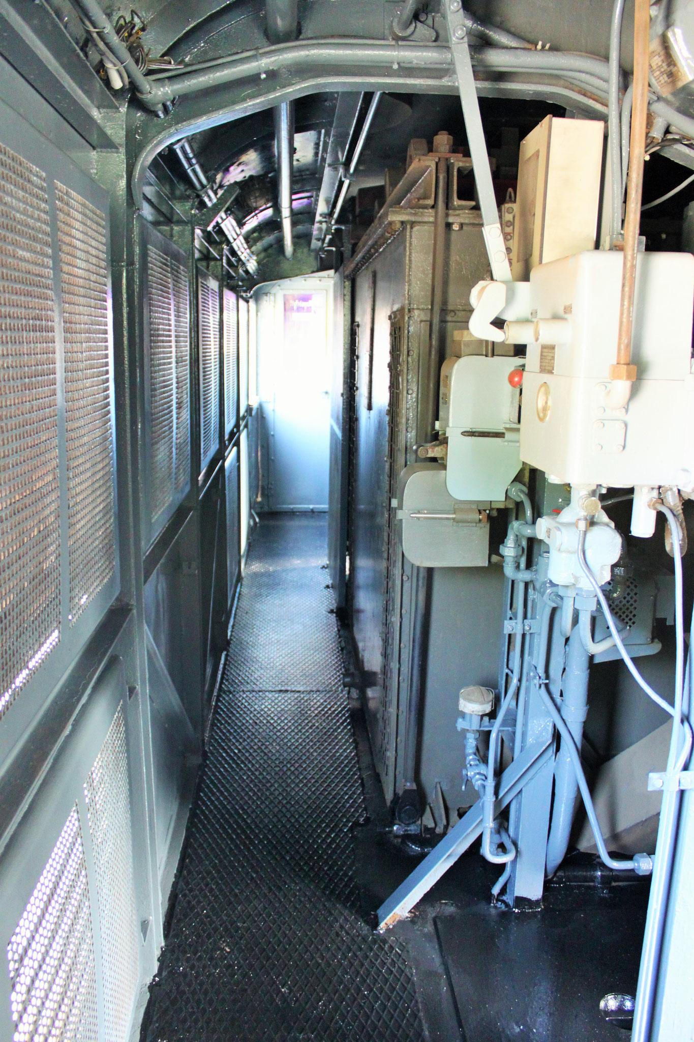 Blick in den Maschinenraum der 194 158-2