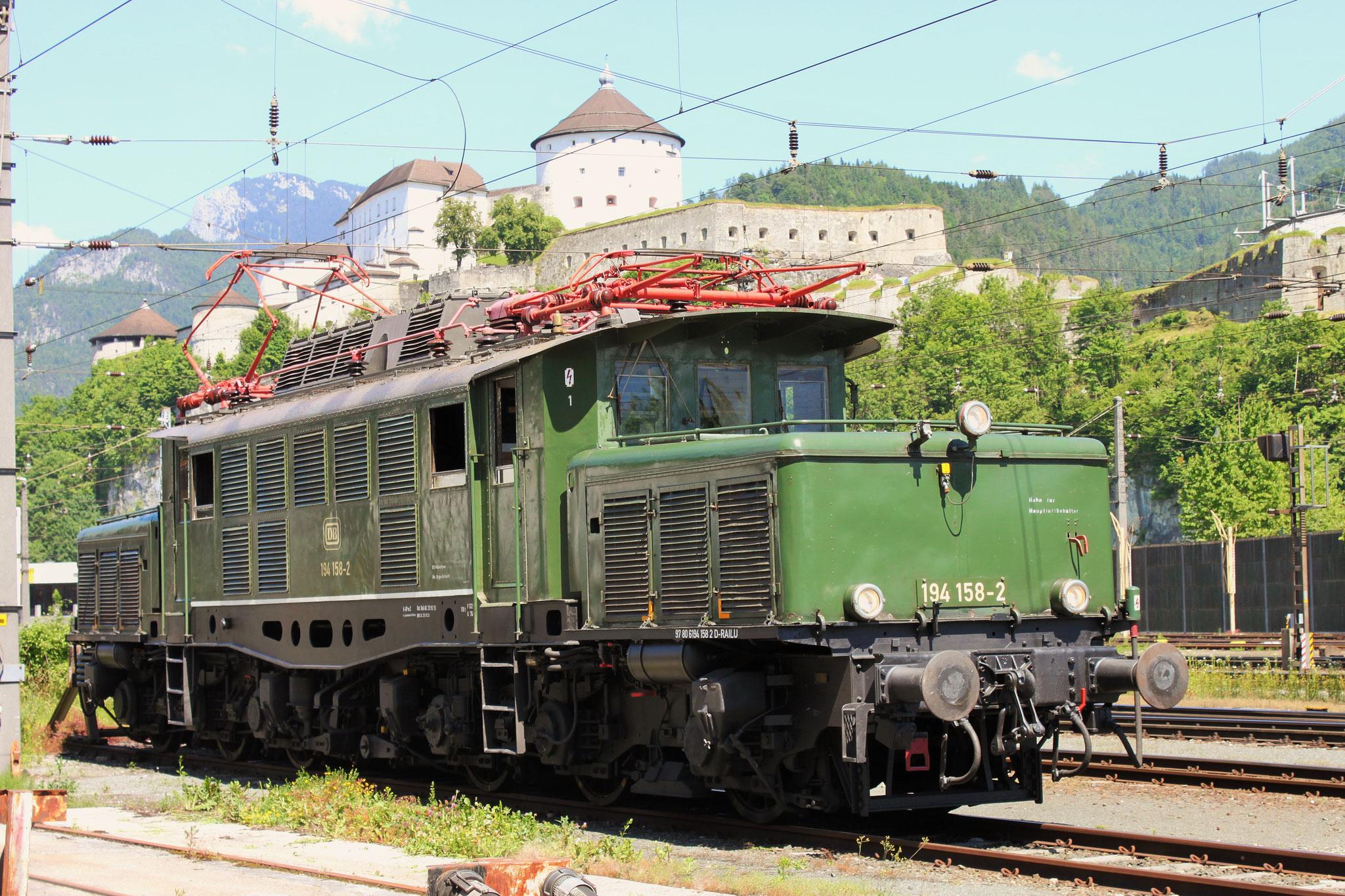 Unterwegs auf Gleisen der ÖBB: 194 158-2 vor der Festung Kufstein