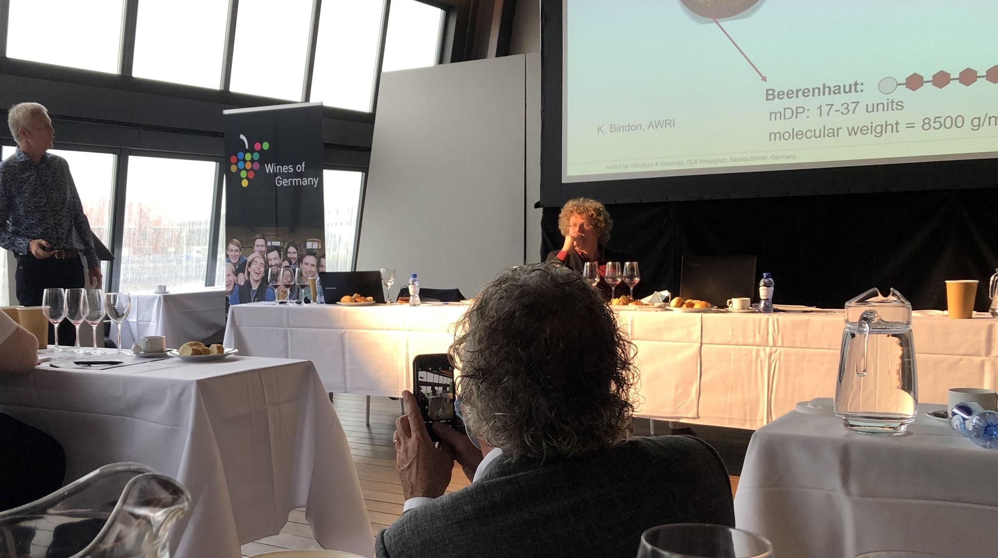 Alain Jacobs, informatiecentrum voor Duitse wijn. Organisator fotografeert hier Dr. Fischer