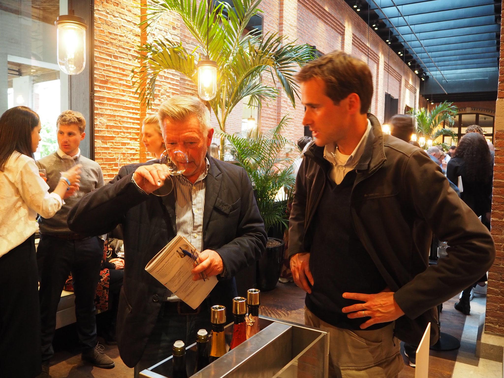 Hij verbaast met kwaliteit tegen betaalbare prijzen...niet zo evident voor Belgische wijnen. Ik viel voor zijn voortreffelijke blend van 4 pinot variëteiten: gerookt, mineraloog en fruitig rijp.