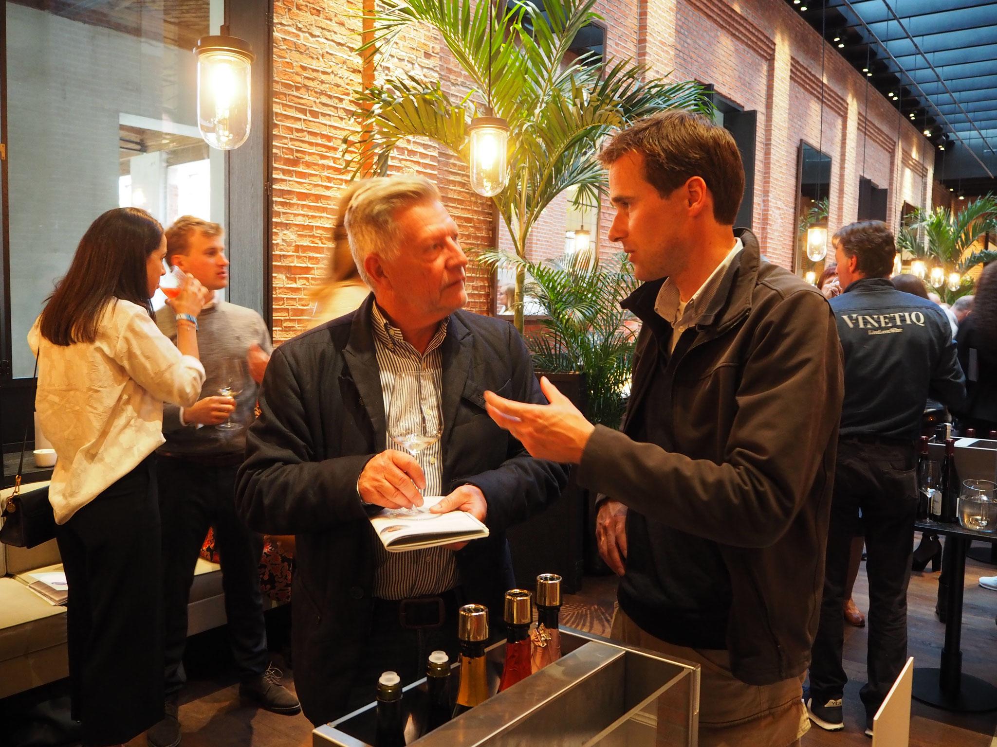 Wijnbouwer Martin Bacquaert van Entre-Deux-Monts, verwijzend naar zijn ligging tussen de Rodeberg & de Zwartberg vertegenwoordigde België.