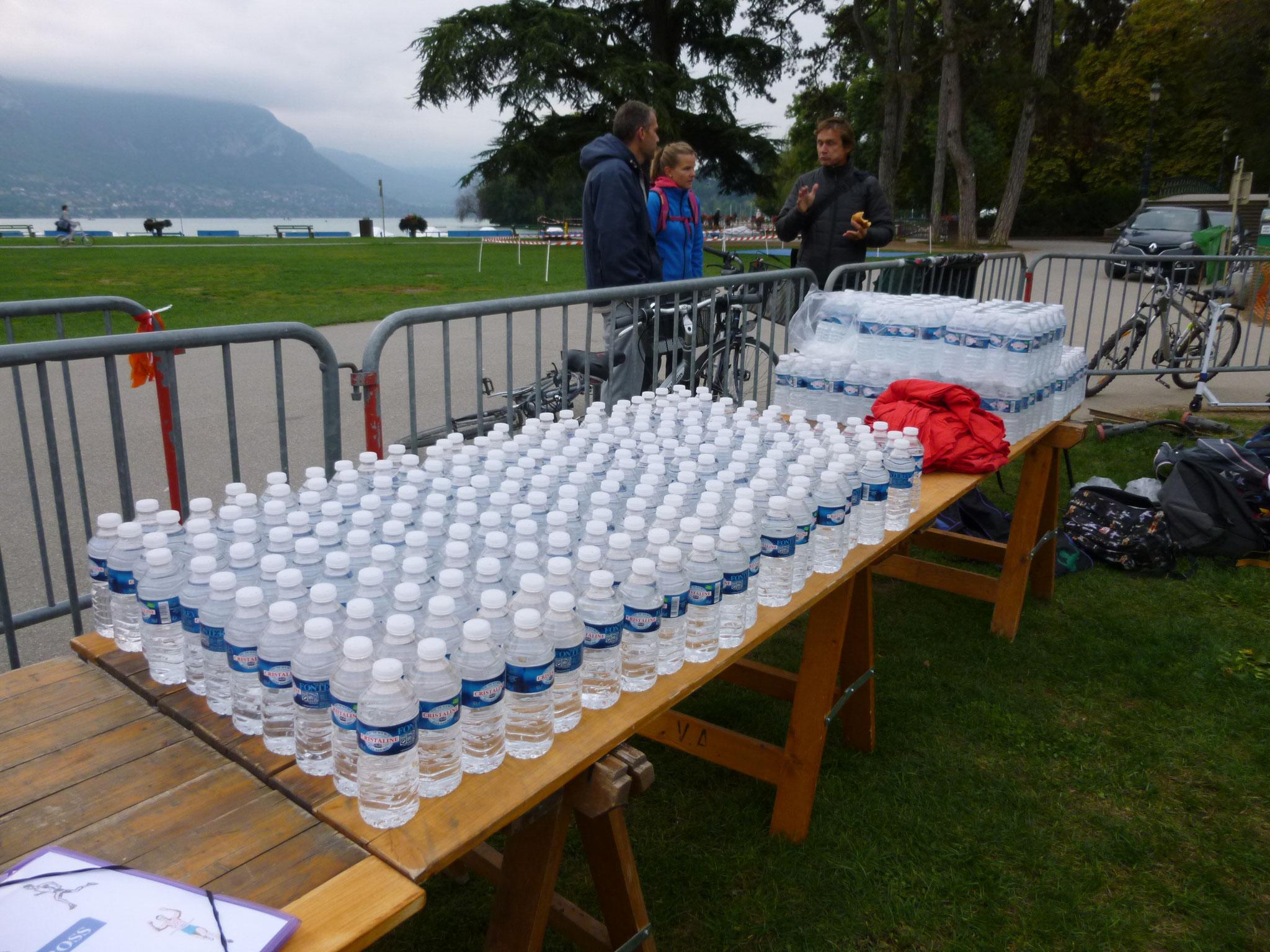 Le ravitaillement en bouteilles d'eau