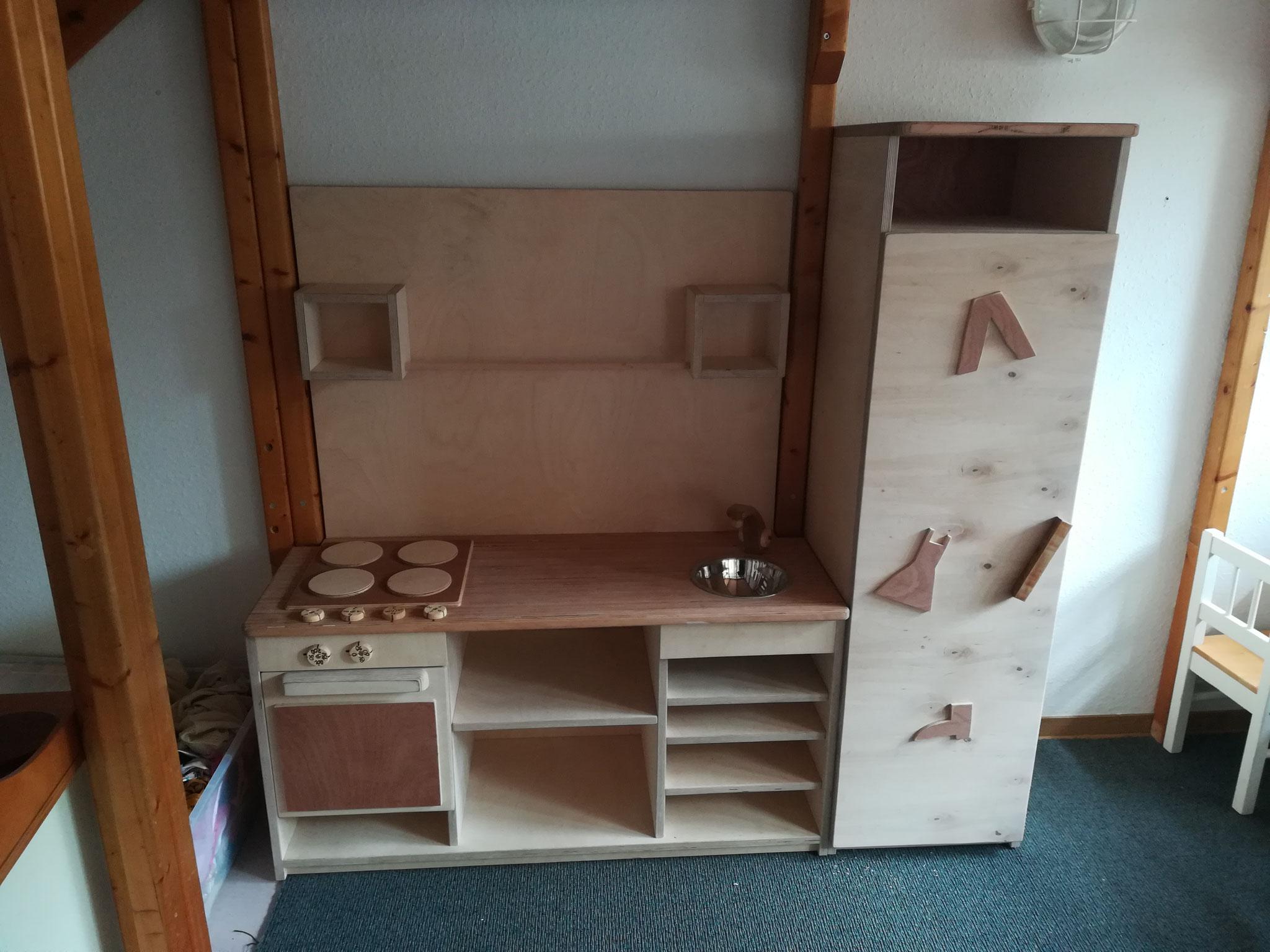 Küche und Kleiderschrank im Kindergarten