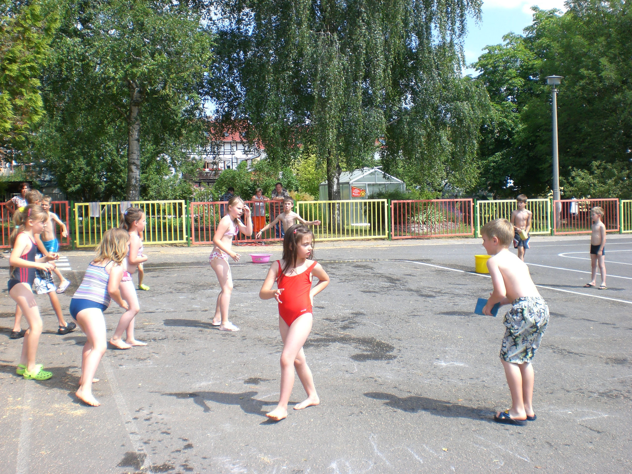 Wasserspaß auf dem Schulhof