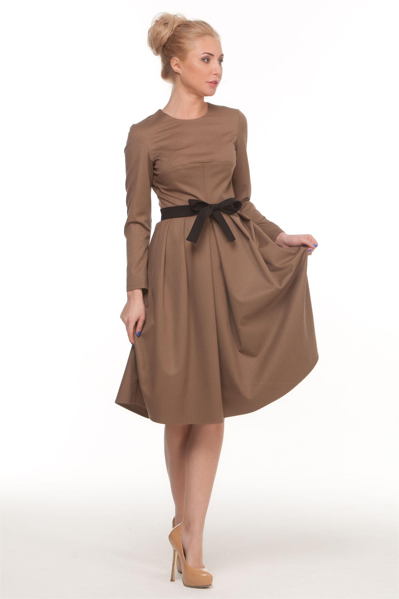 Talliertes Kleid, camel