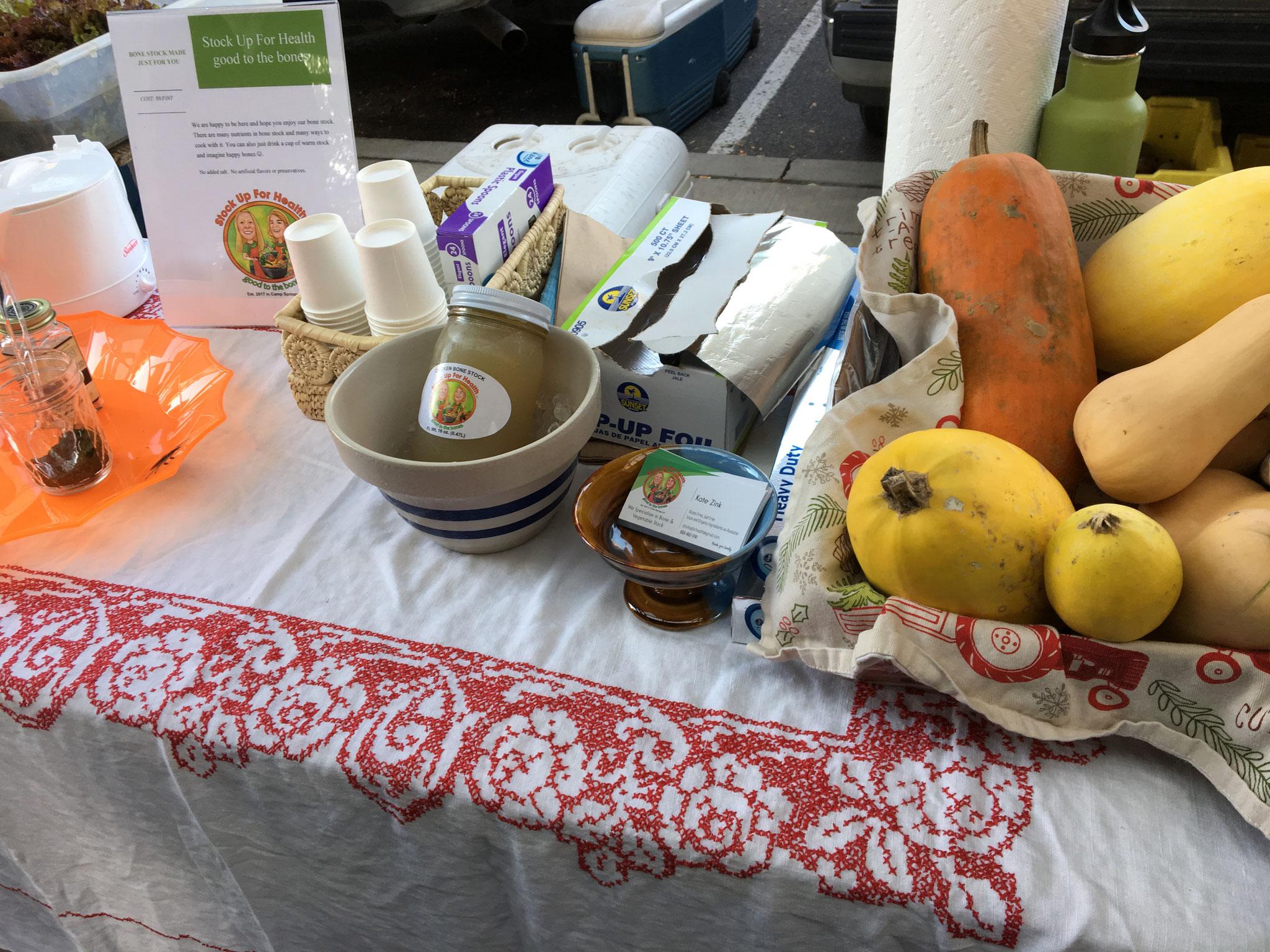 Stock for Bones 地元の野菜を使ってスープだしを作っている