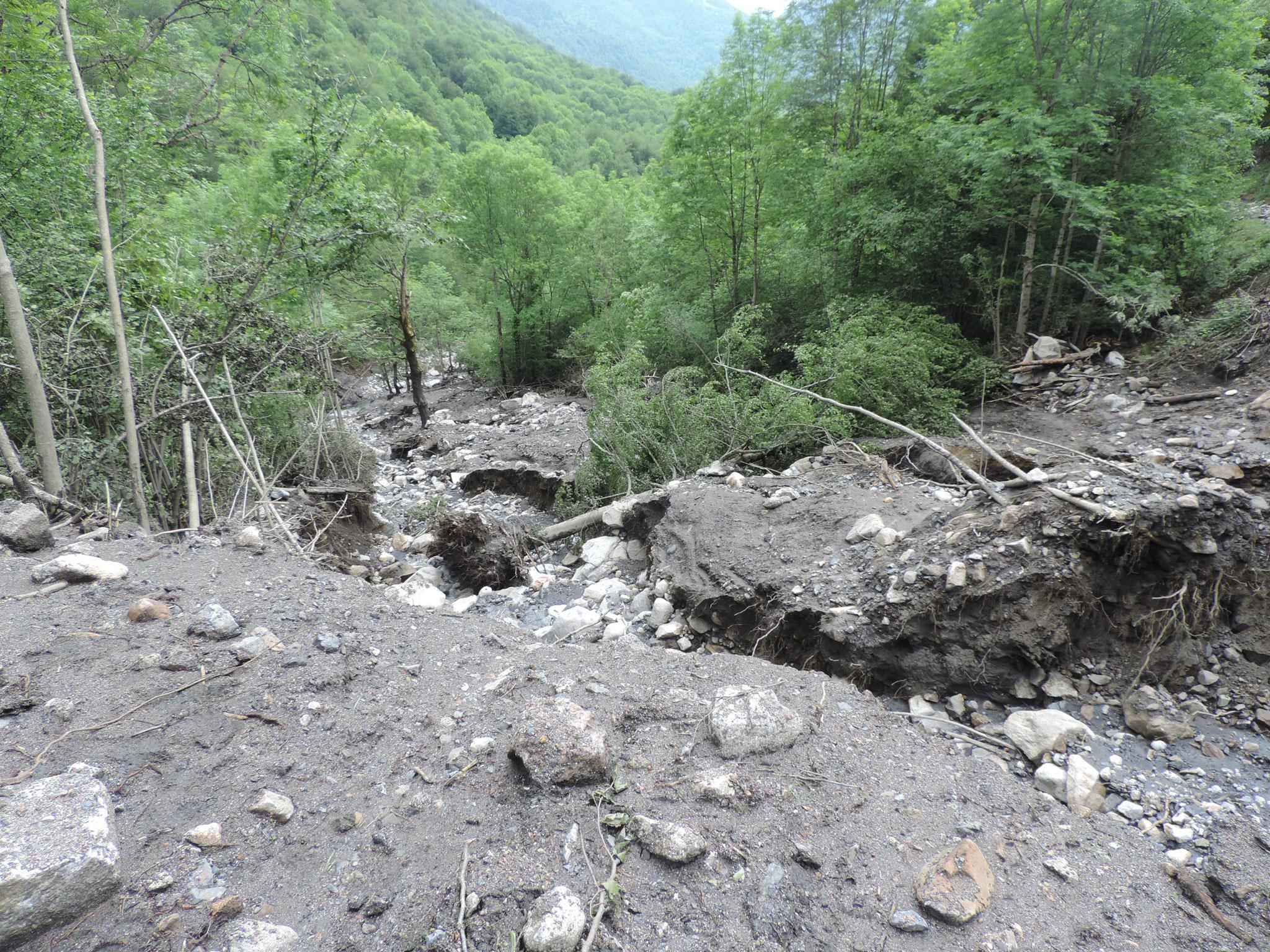 La crue a complètement remodelé le lit du ruisseau de Castéras. © DDT 09