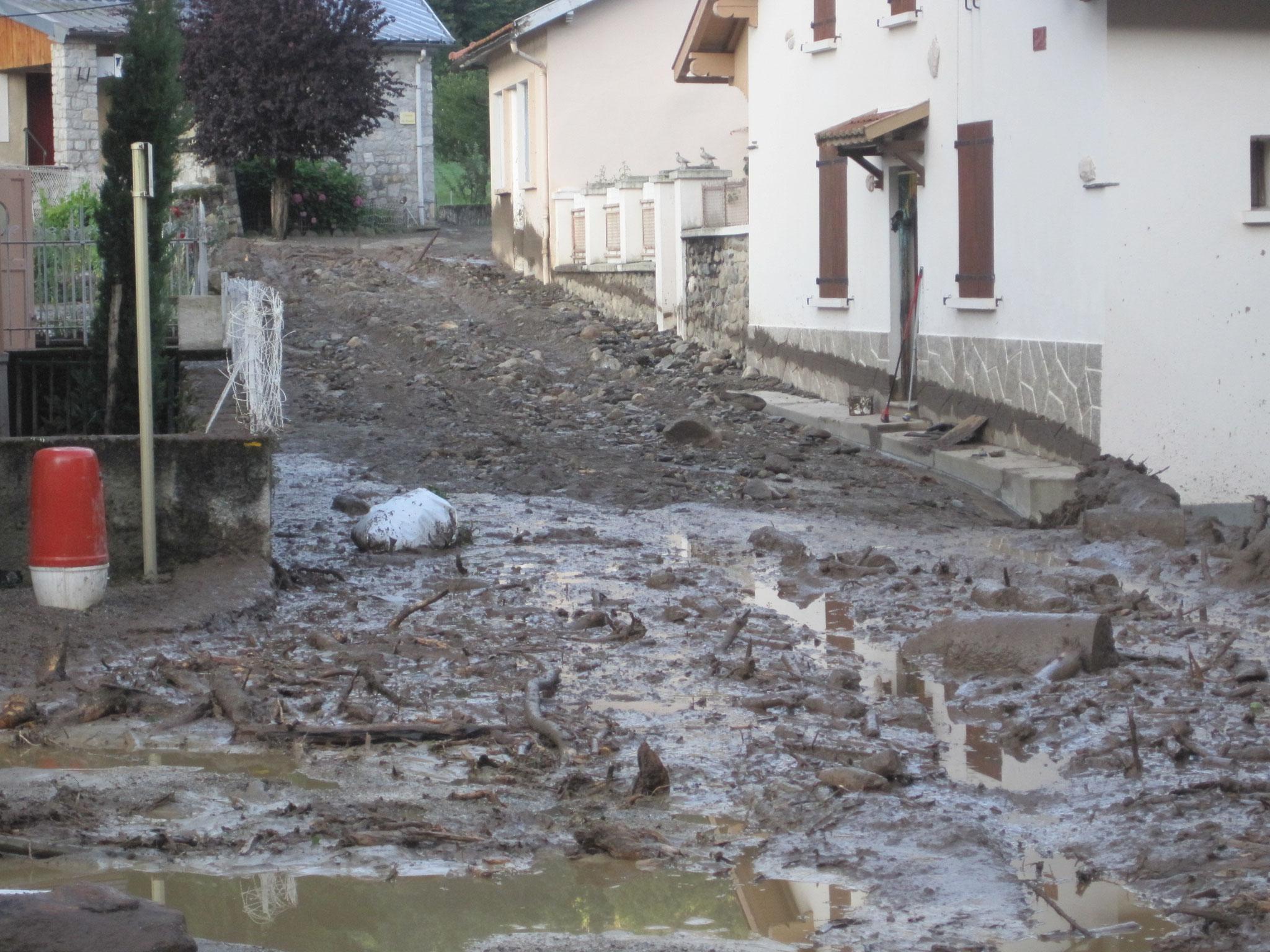 Les eaux du ruisseau du Fontargente avaient inondé les rues. © DDT 09