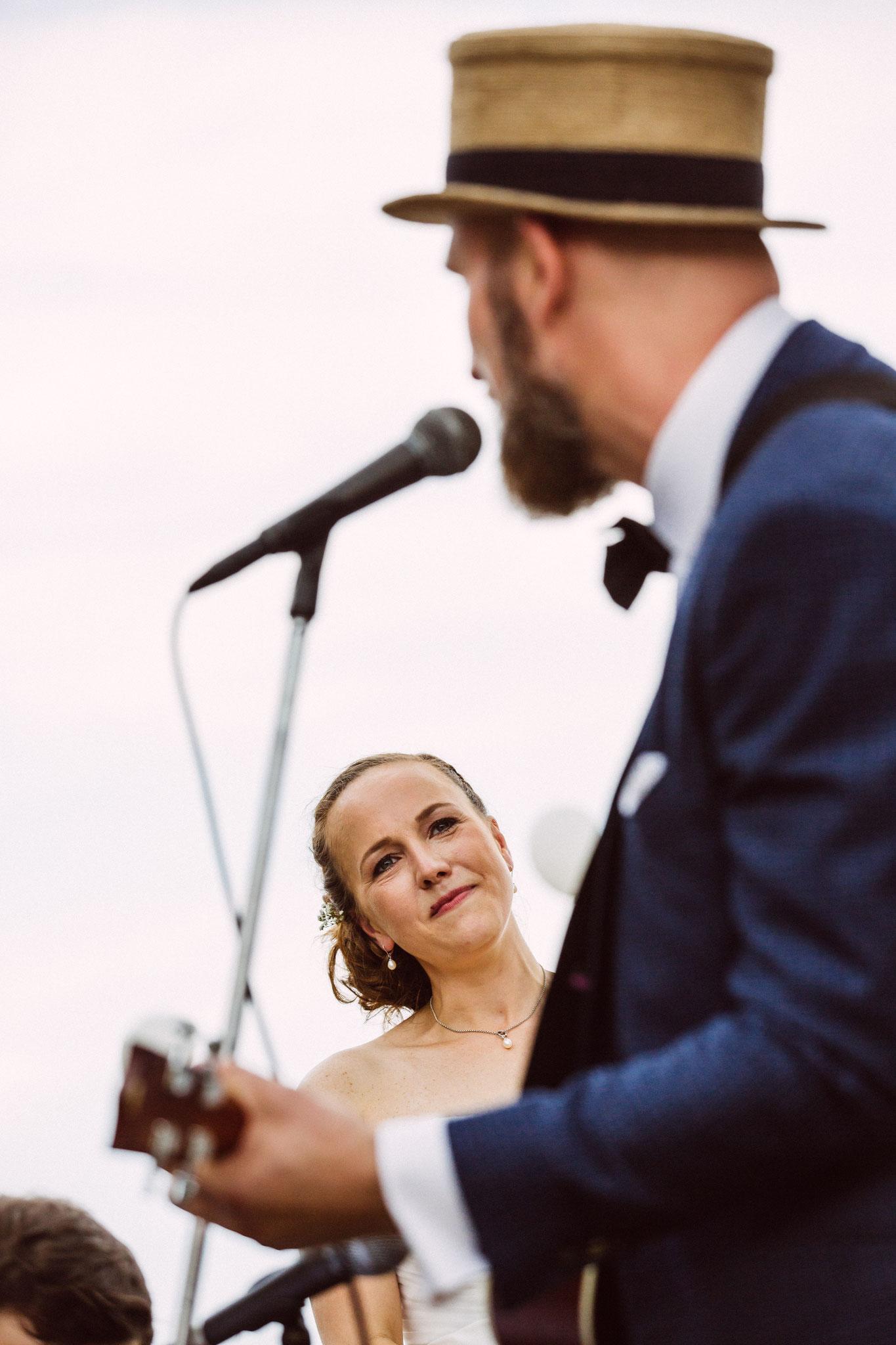 auch Live Musik macht eine Hochzeit unvergesslich