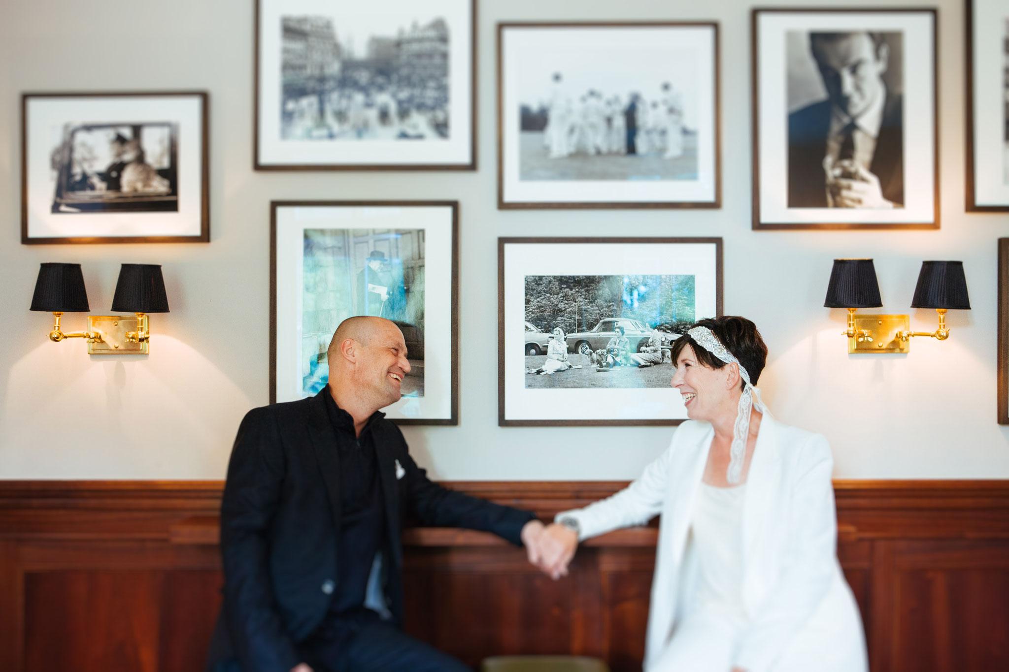 Brautpaar im Anglo German Club, mit Hochzeitsgast Sean Connery