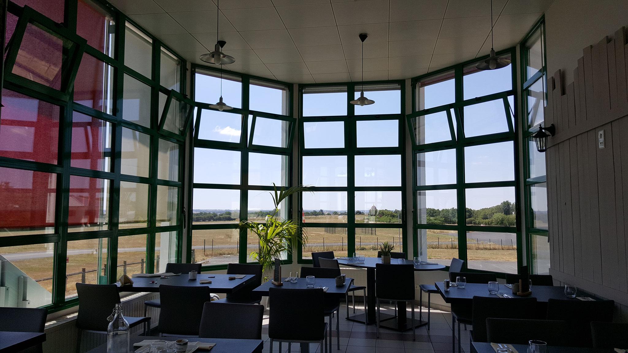 """La salle du restaurant """"Côté Piste"""""""
